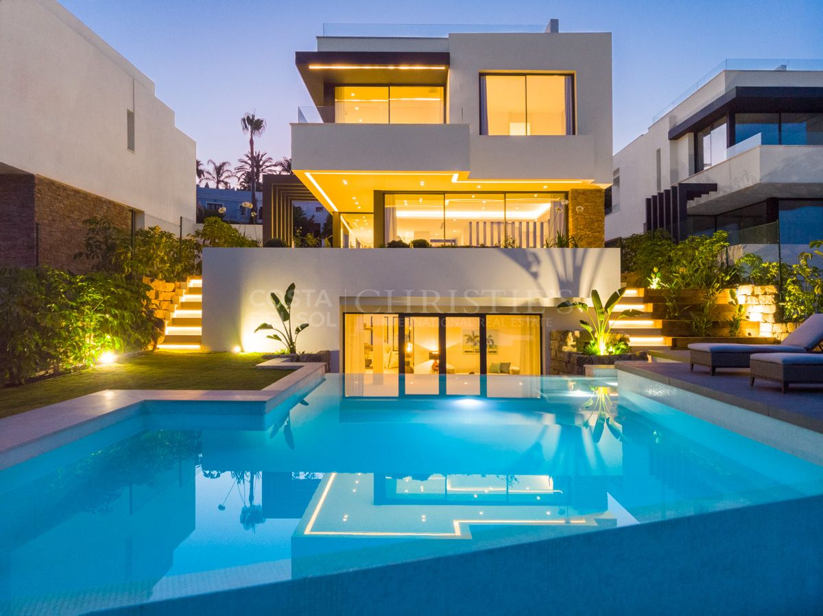 Villa at golf frontline in Estepona | Christie's International Real Estate