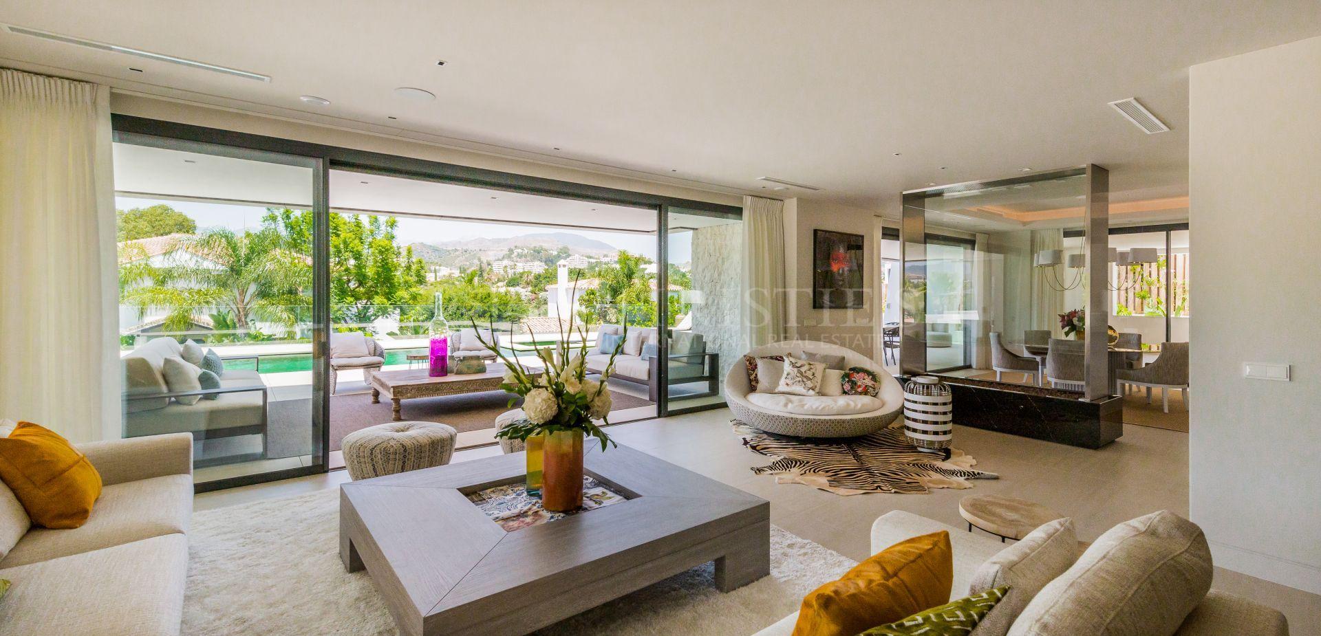 Hedendaagse luxe villa in Los Naranjos Golf, Nueva Andalucia   Christie's International Real Estate