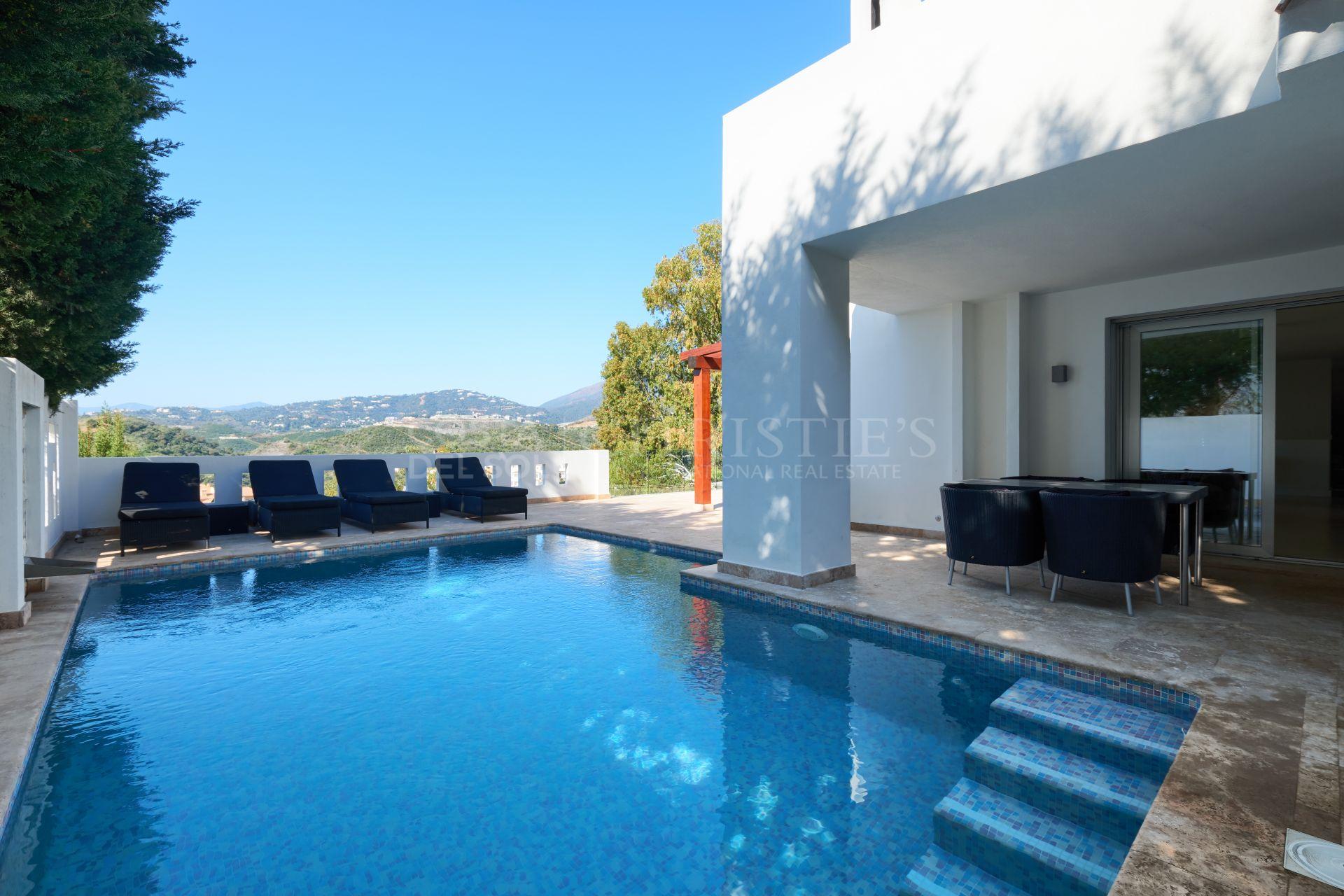 Schitterende villa in Las Lomas de Nueva Andalucía, Marbella   Christie's International Real Estate