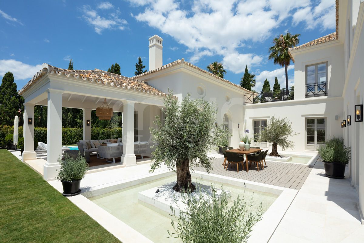 CONTEMPORARY CLASSIC 5 BEDROOM VILLA ABOVE MARBELLA'S GOLDEN MILE
