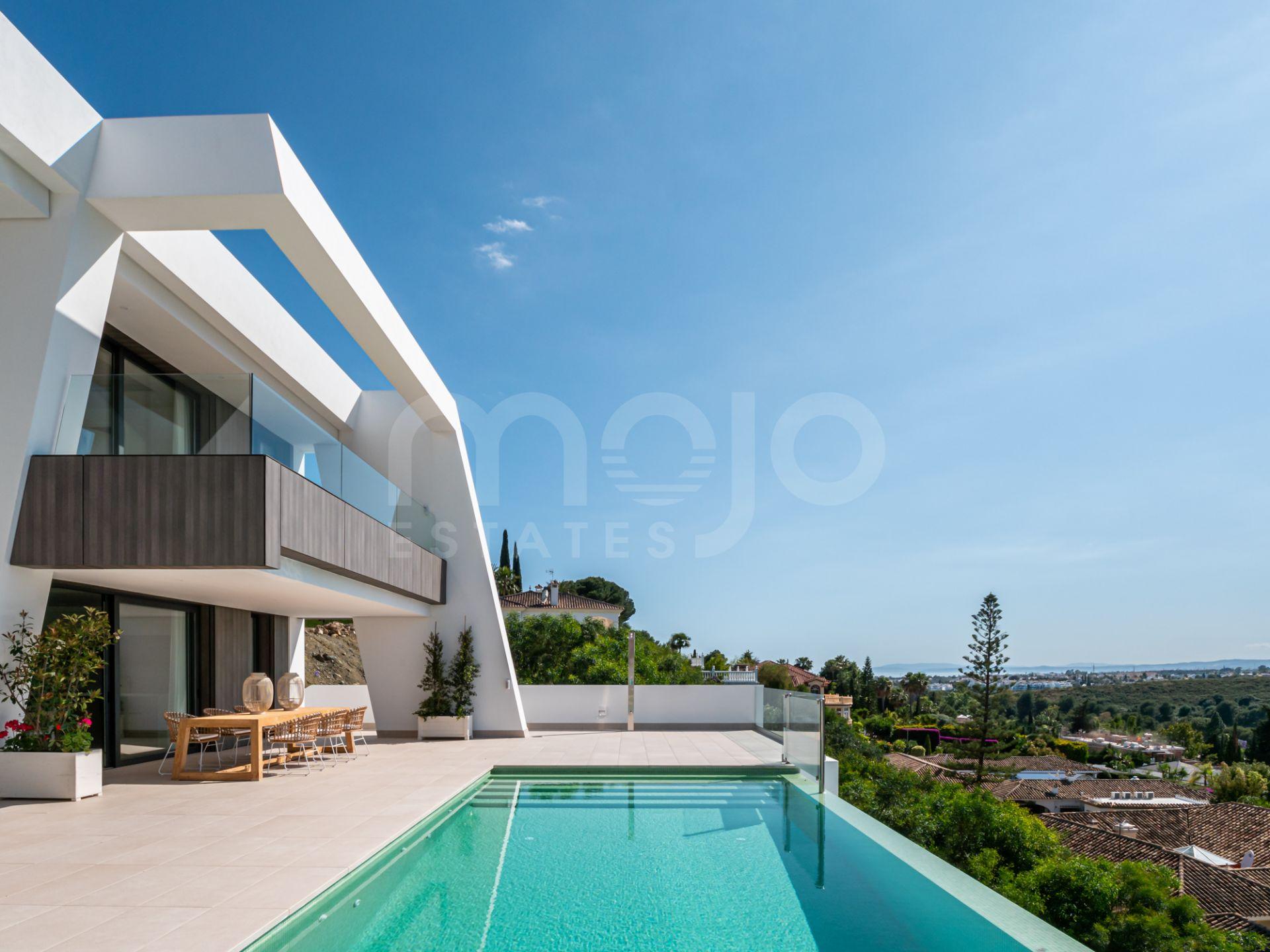 Magnifica Villa Contemporanea en venta en El Paraiso, Estepona