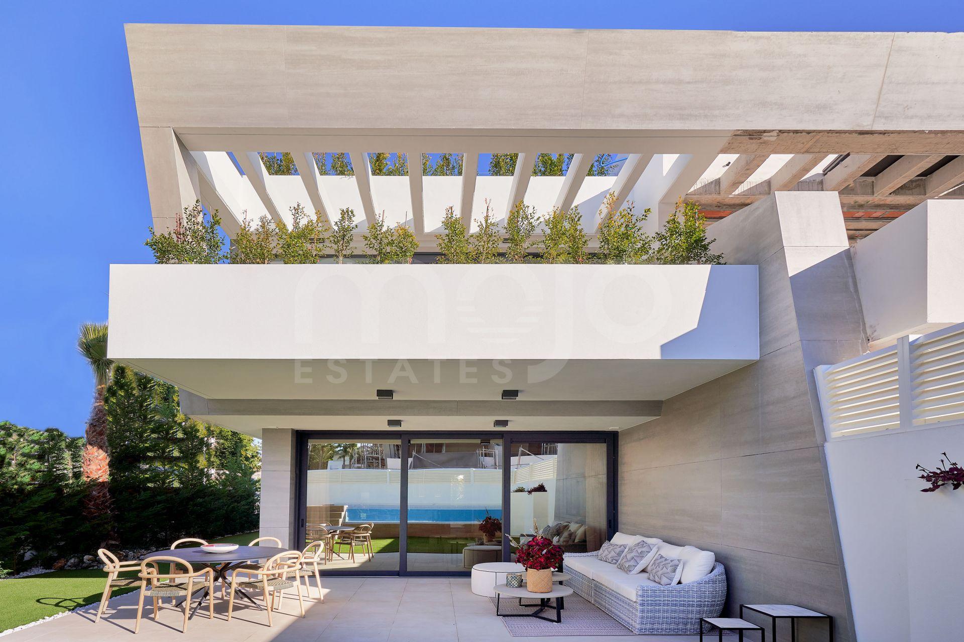 Semi-fritliggende villa til salg i Bahia de Banus, Marbella - Puerto Banus