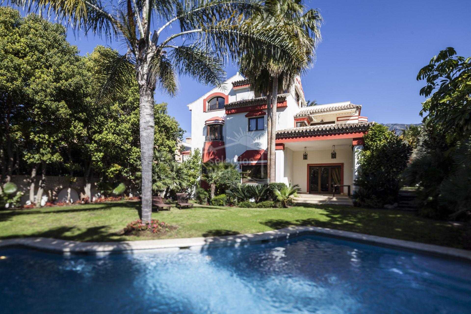 Villa in Altos de Puente Romano, Marbella