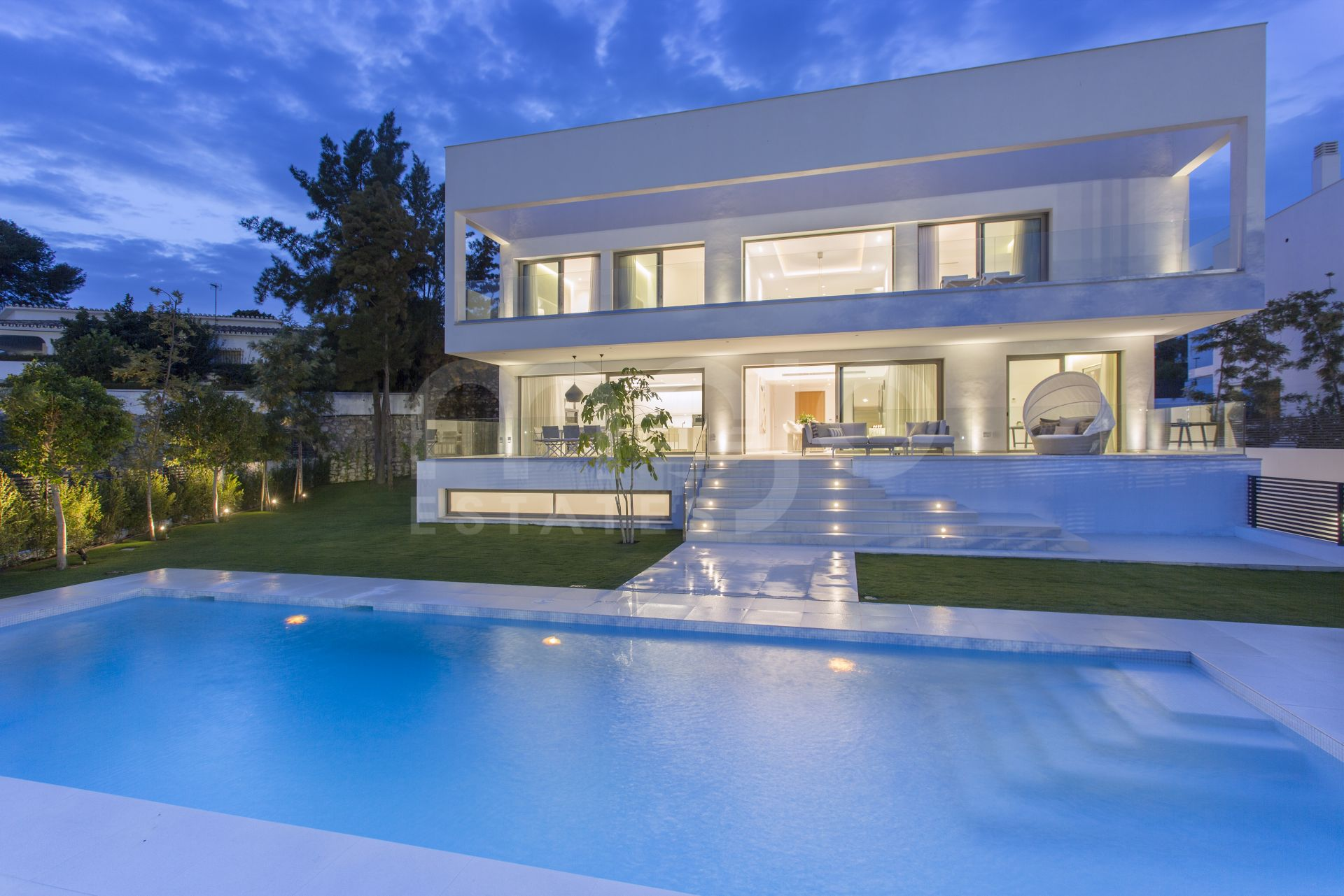 MODERN 5 BEDROOM LUXURY CONTEMPORARY VILLA AT CASA SOLA GUADALMINA BAJA