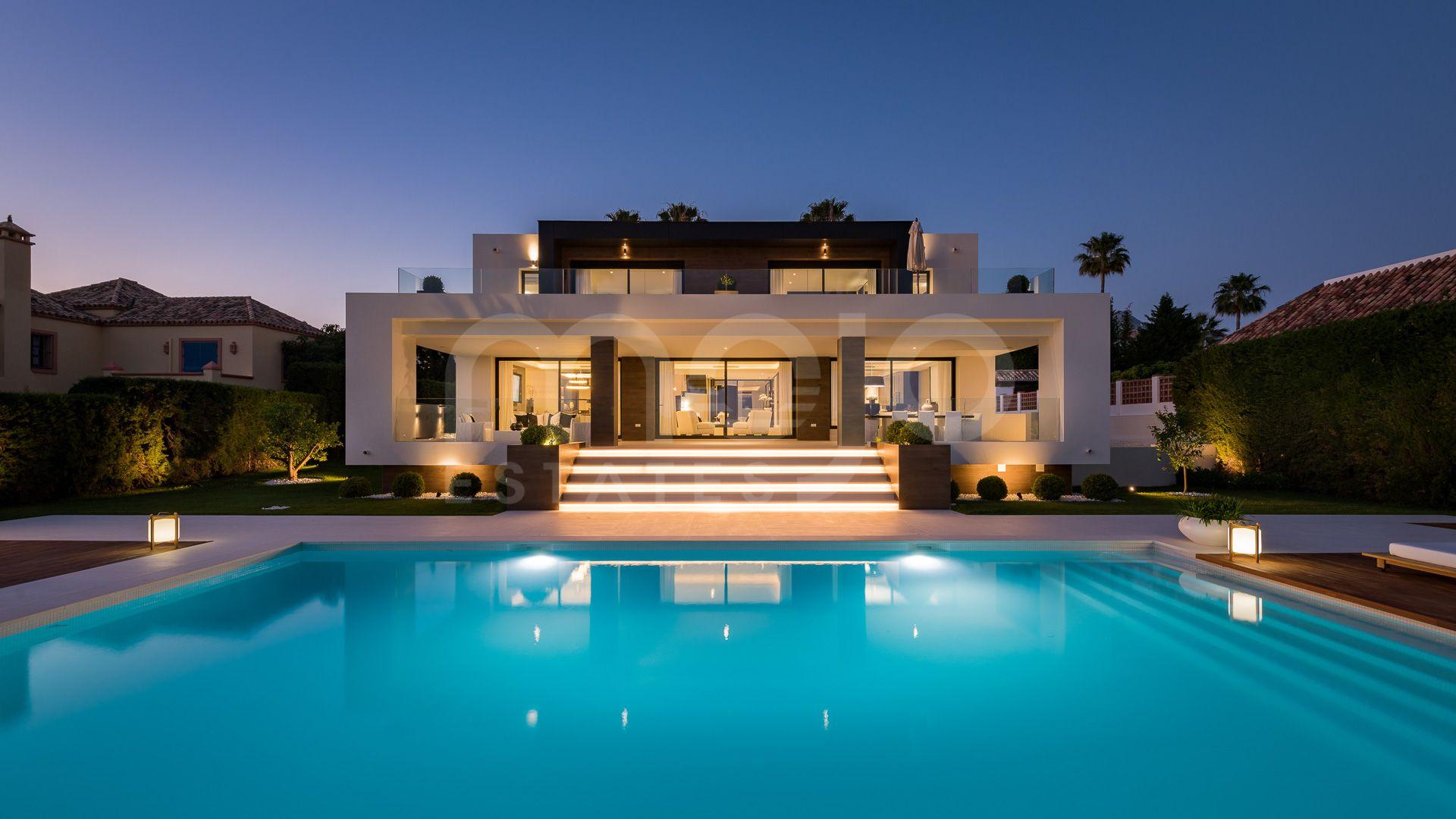 Villa till salu i Los Naranjos Golf, Nueva Andalucia