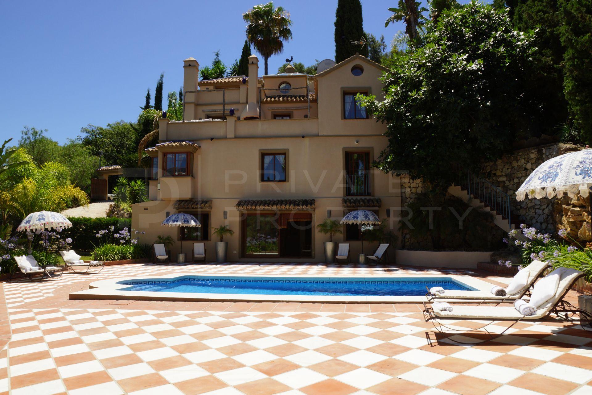 Villa in Los Almendros, Benahavis