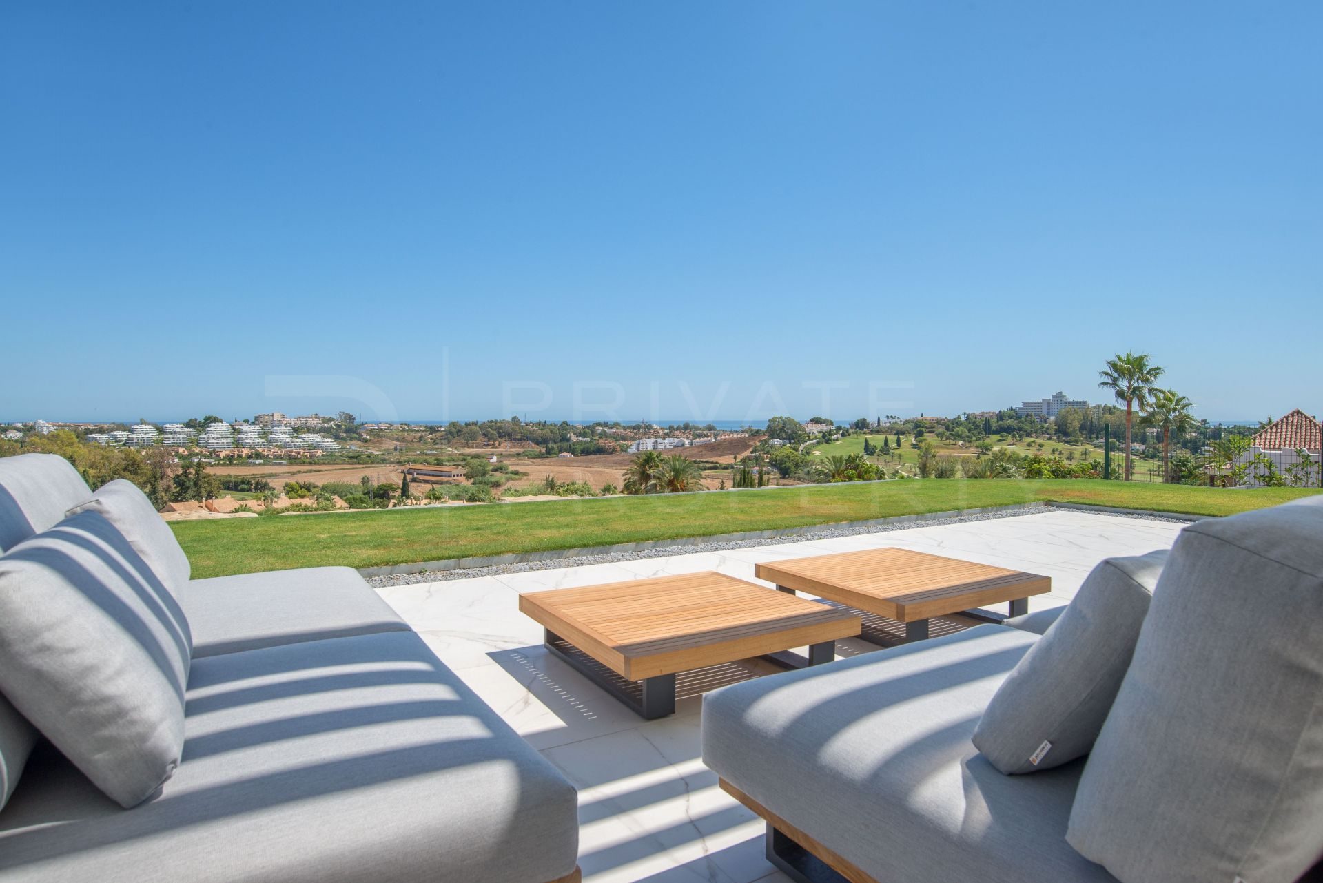 Infinity - Mirador del Paraíso: 24 apartments with wonderful views in a gated community
