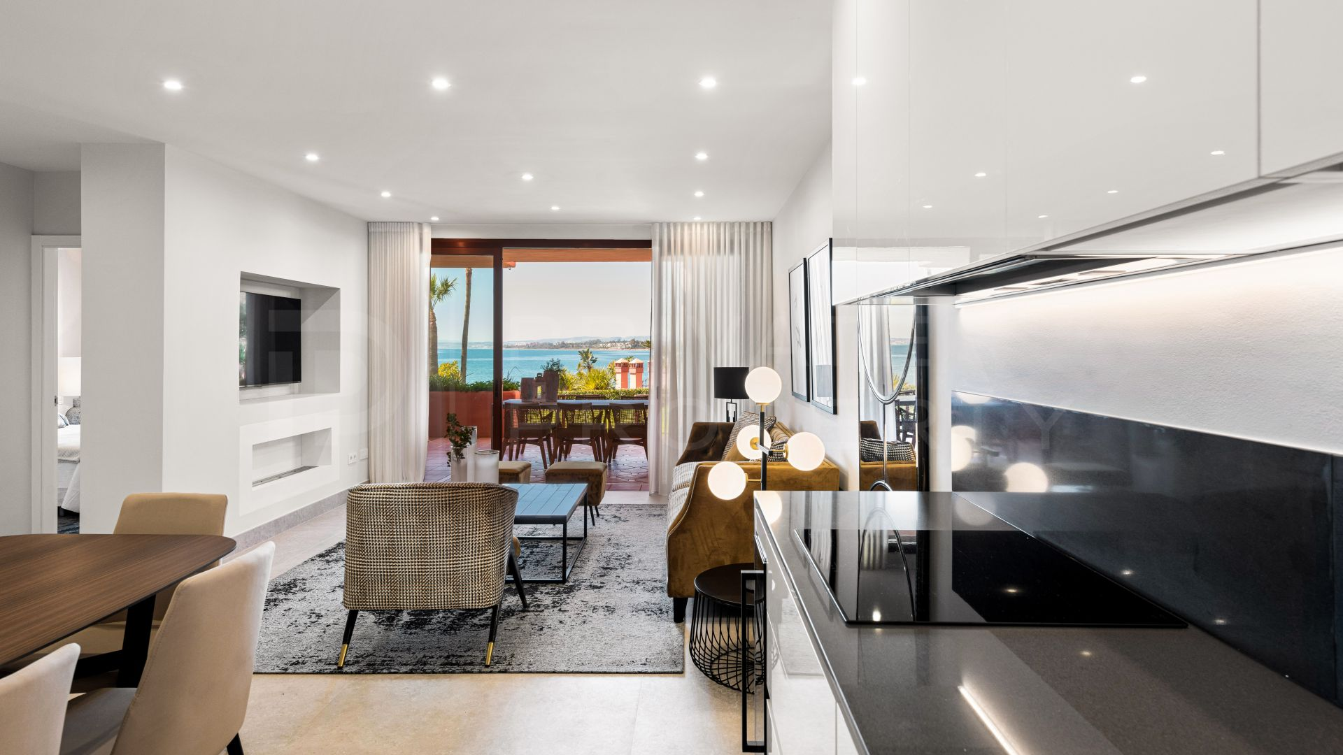 Front line beach apartment on the New Golden Mile