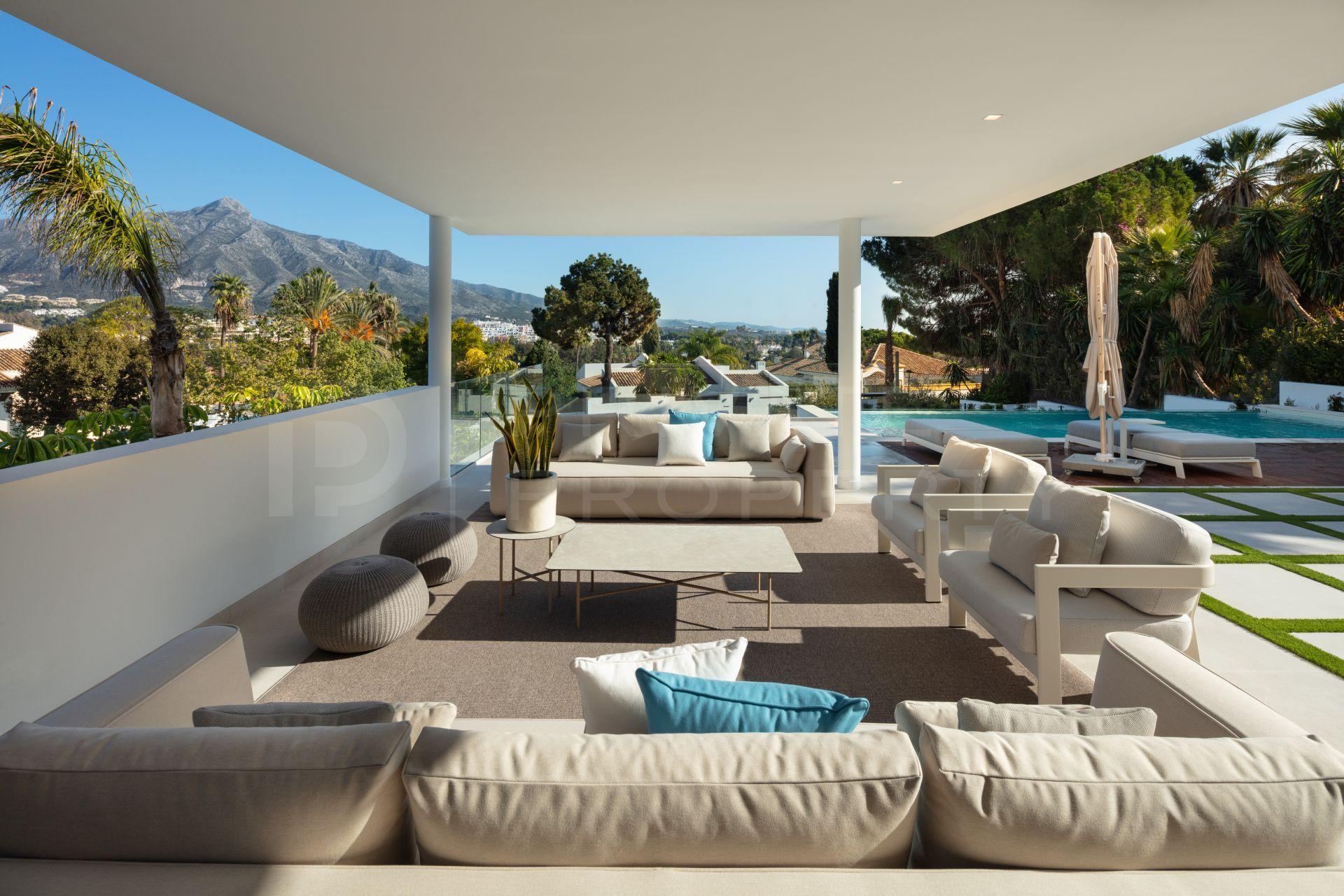 Contemporary villa in Las Brisas