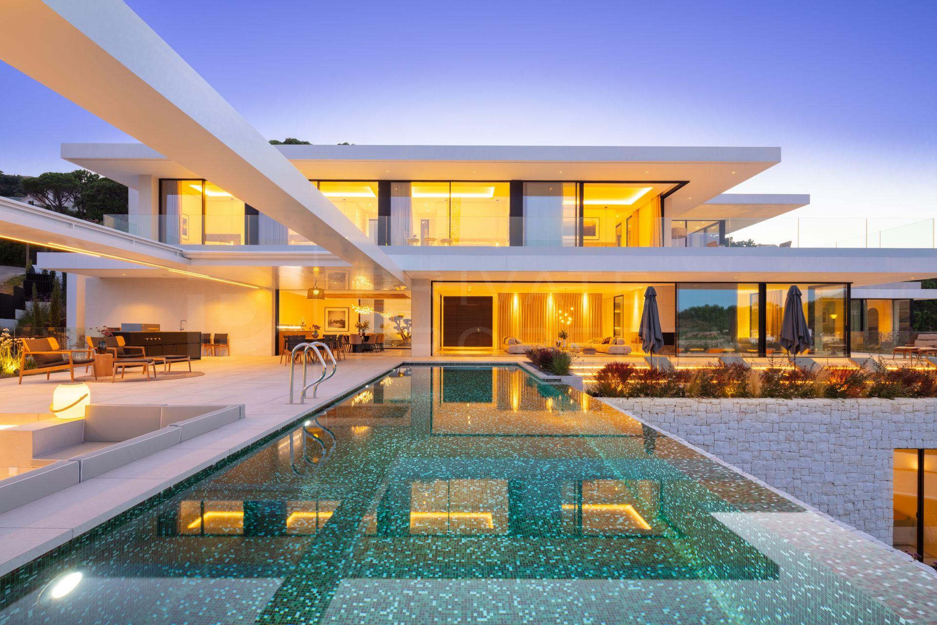 Striking brand new villa in El Madronal