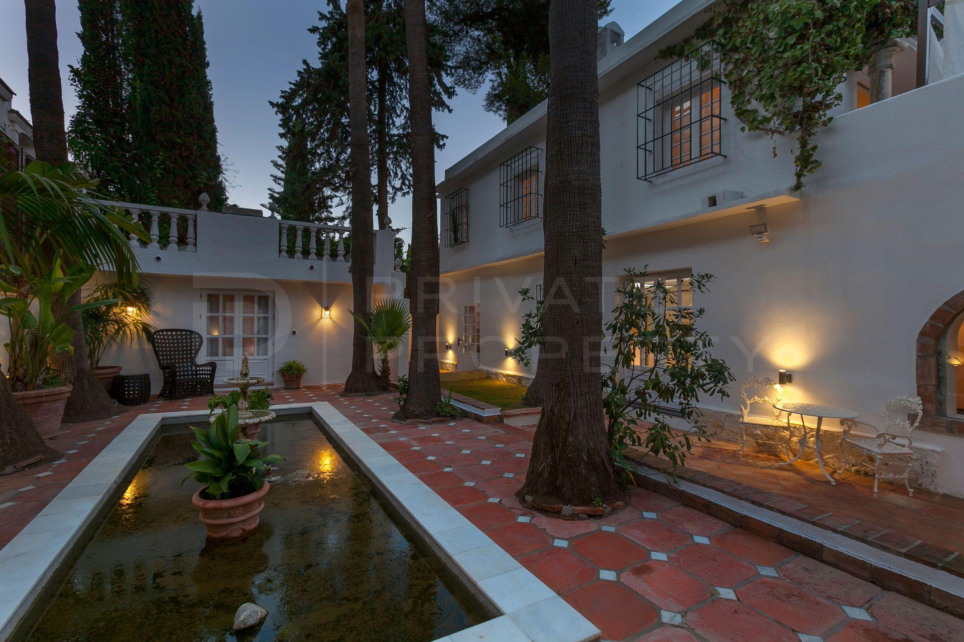 Contemporary beach side villa in Cortijo Blanco
