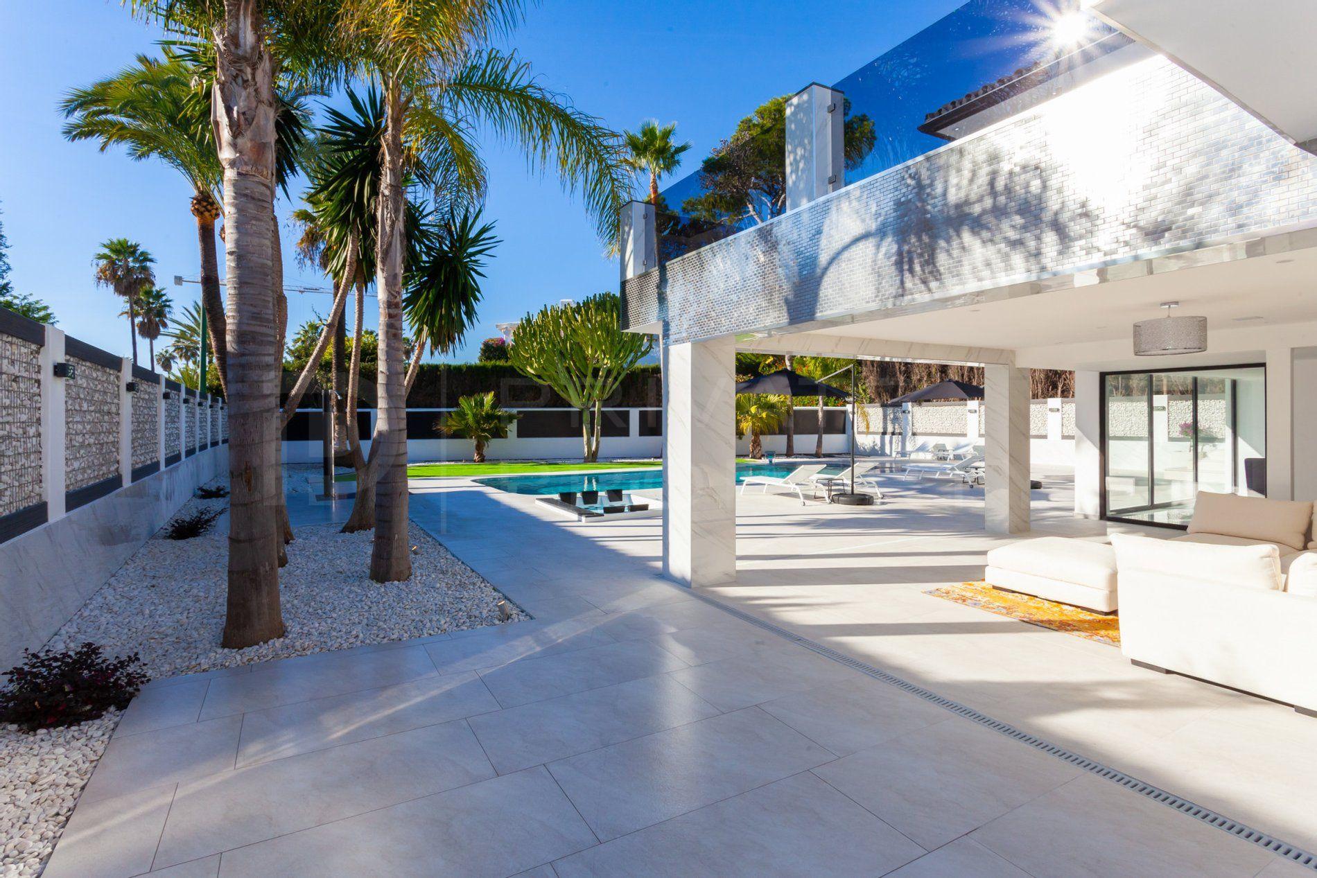 Beach side villa in Los Monteros Playa