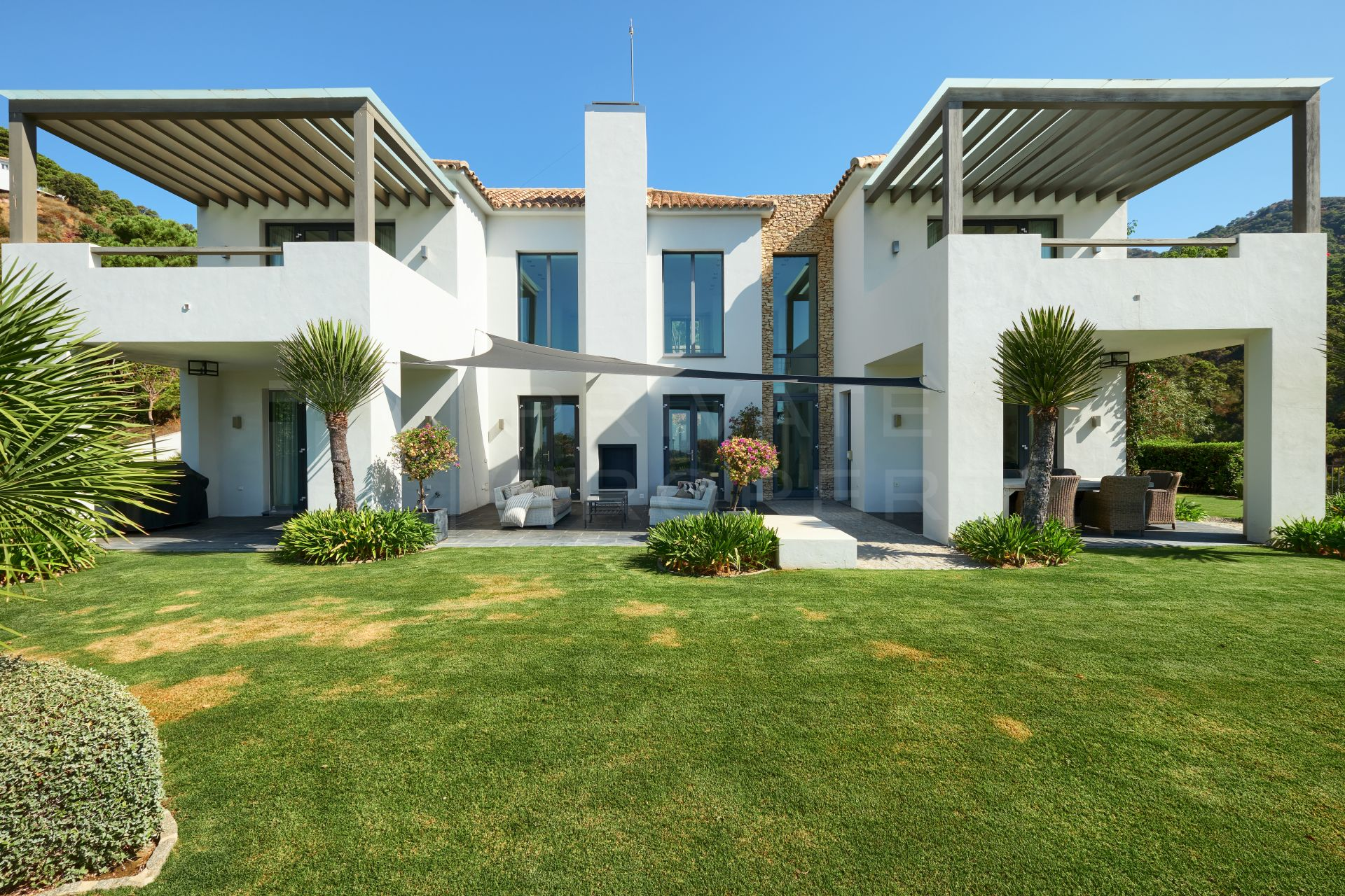 Contemporary villa in Benahavis