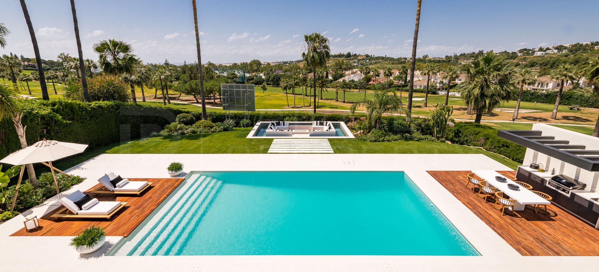 Front line golf villa in Los Naranjos