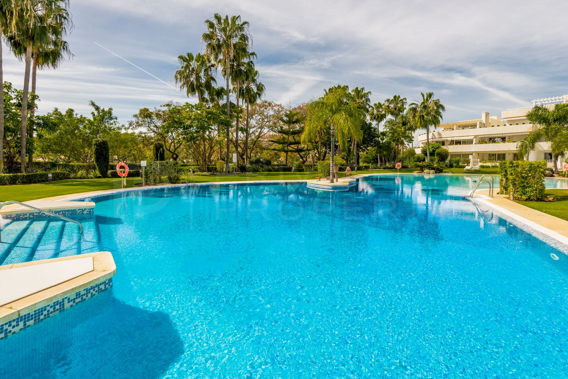 Apartment in Las Brisas, Nueva Andalucia