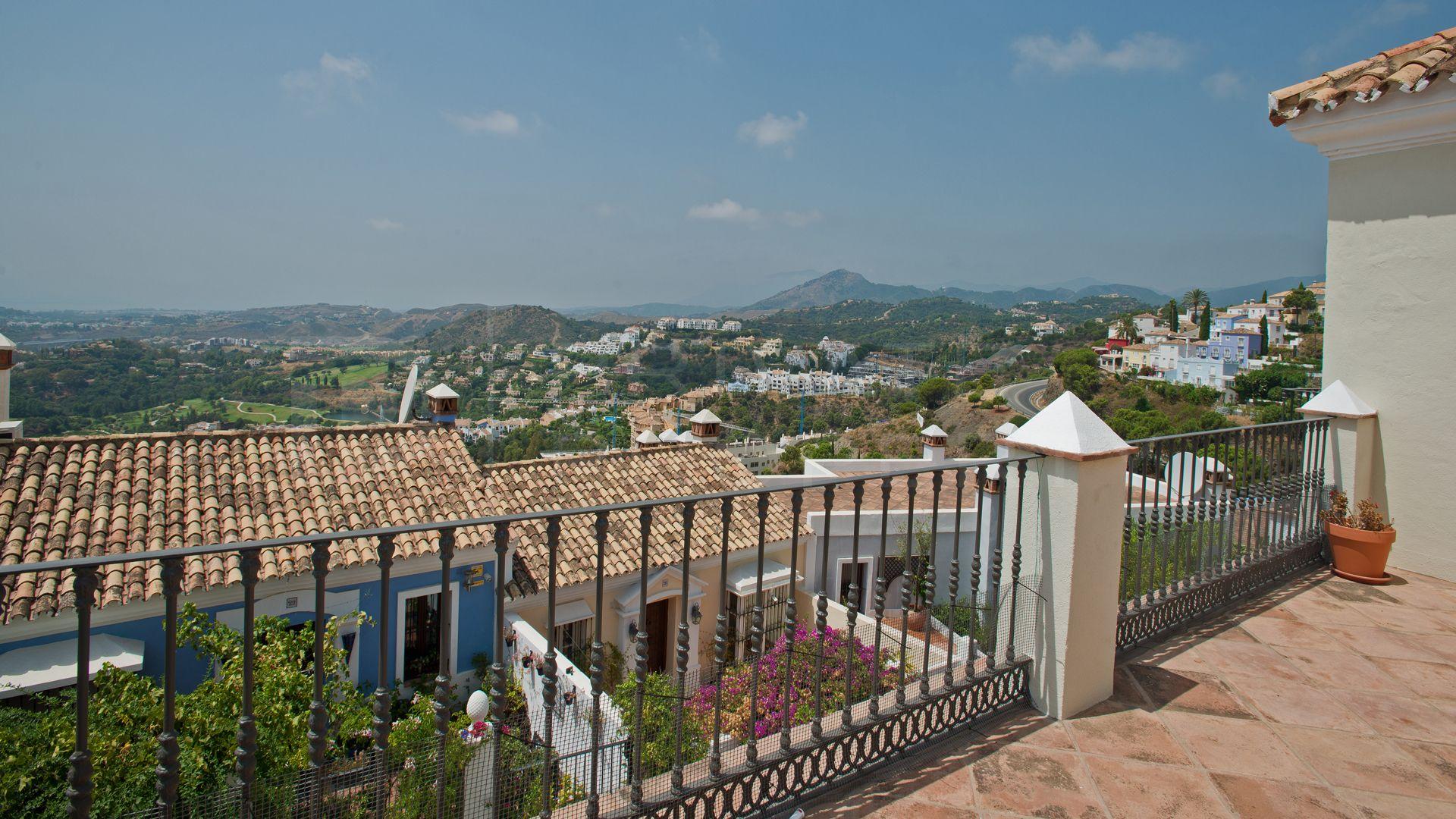 Beautiful townhouse with panoramic views in La Heredia