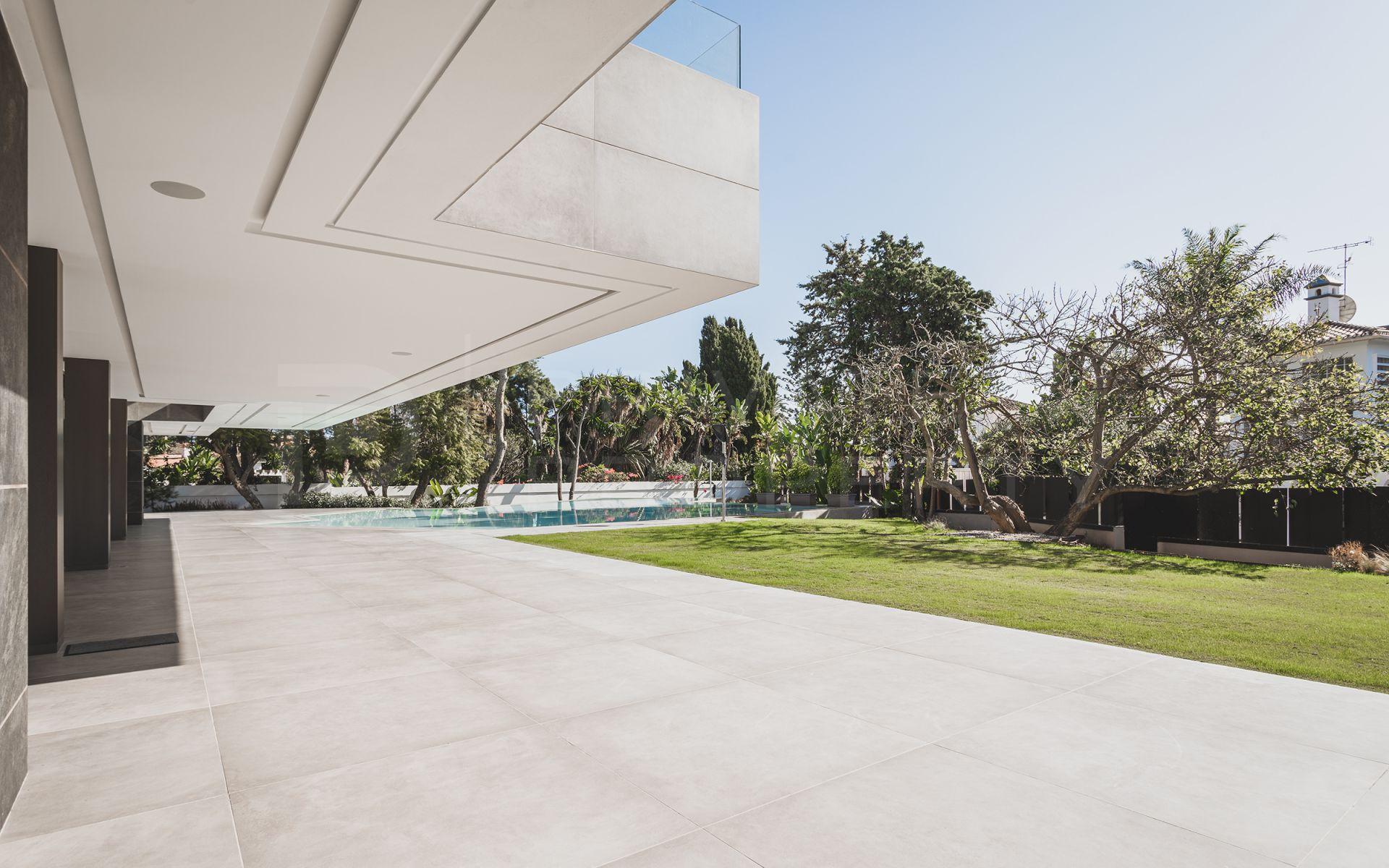 Beachside villa in Casasola