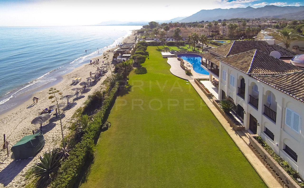 Front line beach living in Las Chapas