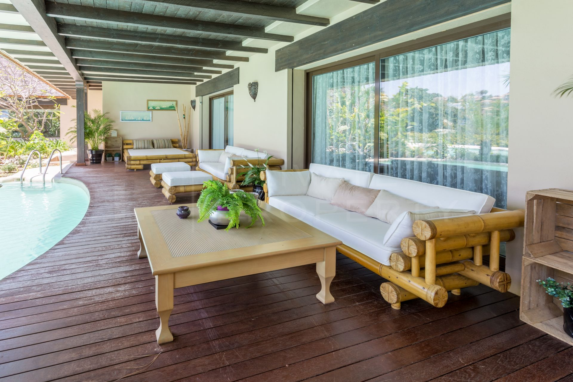 One level living in Rio Real Golf