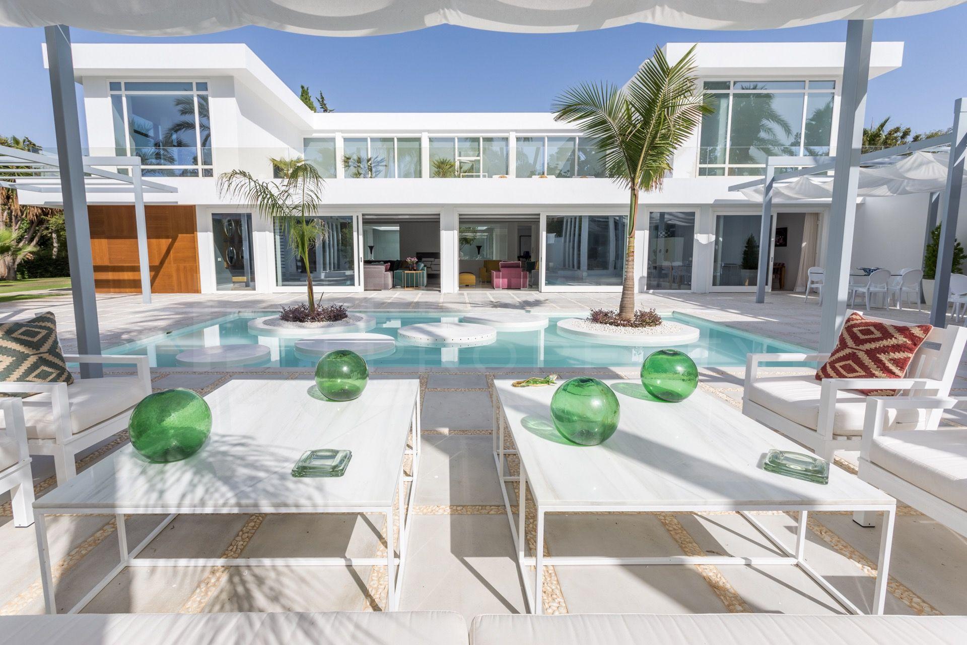 Modern villa in Guadalmina Baja