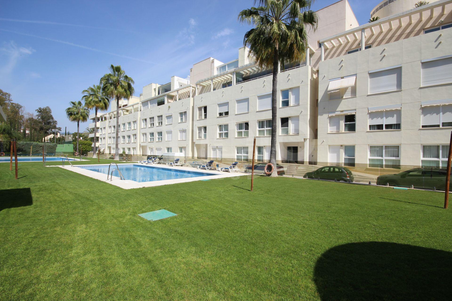 Lejlighed til salg i La Corniche, Nueva Andalucia