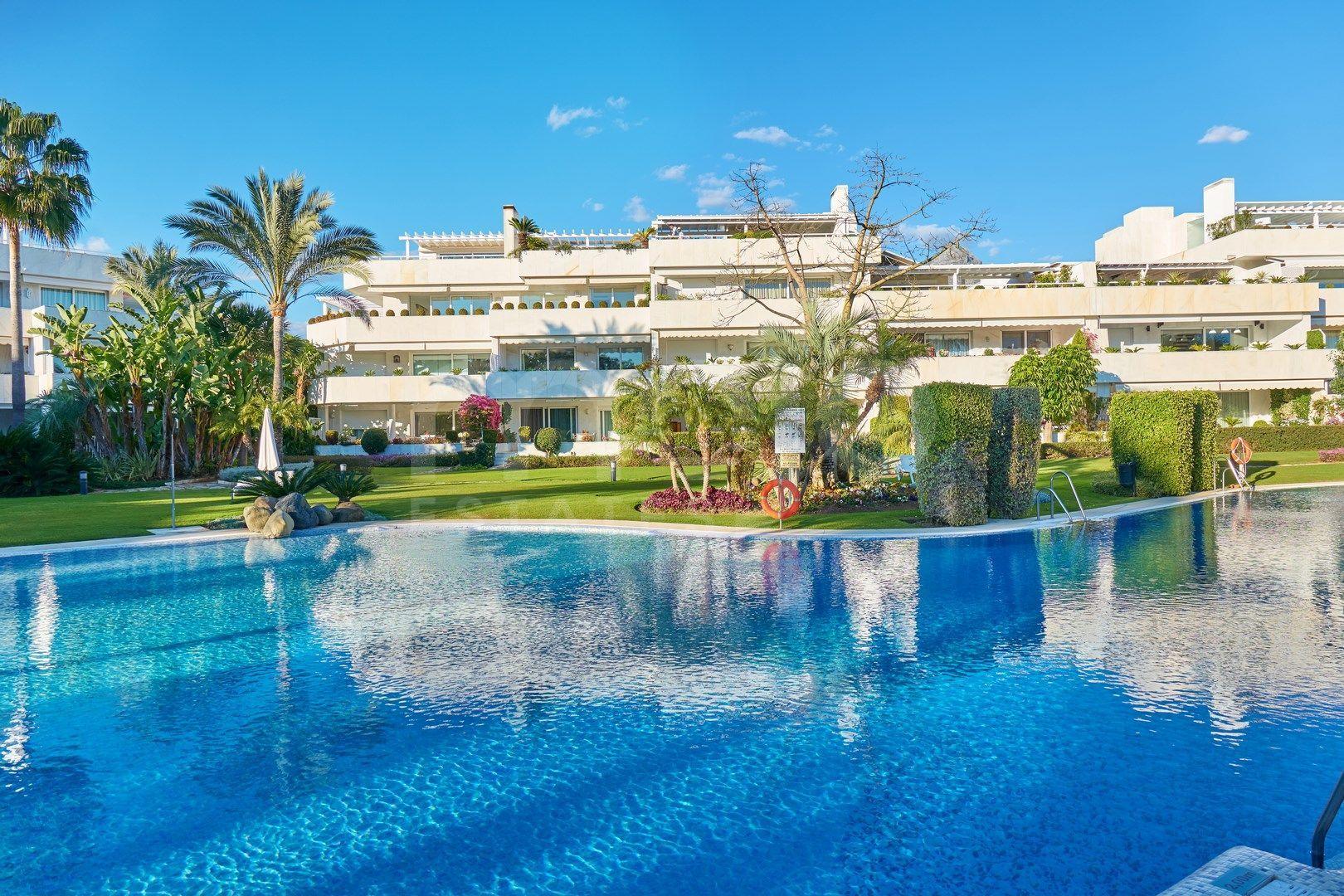 Lejlighed til salg i Los Granados Golf, Nueva Andalucia
