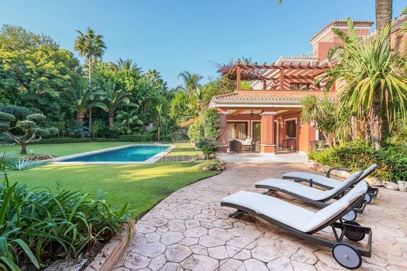 Villa en Altos de Puente Romano, Marbella