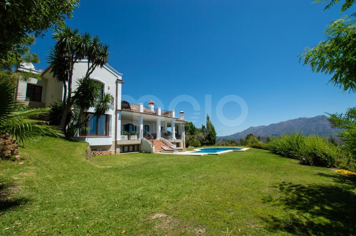 Luxurious south facing villa, for sale in La Zagaleta. Marbella Costa del Sol