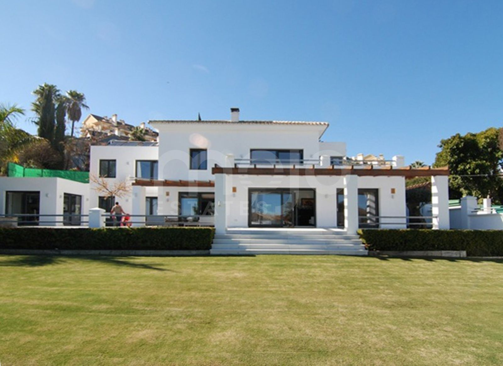 Ideally located marvellous villa in Nueva Andalucía, walking distance to Centro Plaza and Puerto Banus.