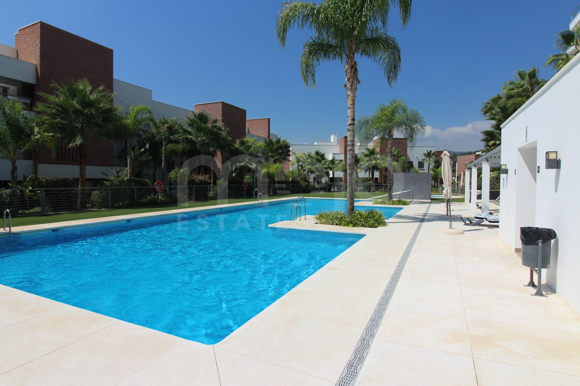 Lejlighed til salg i Los Arqueros, Benahavis