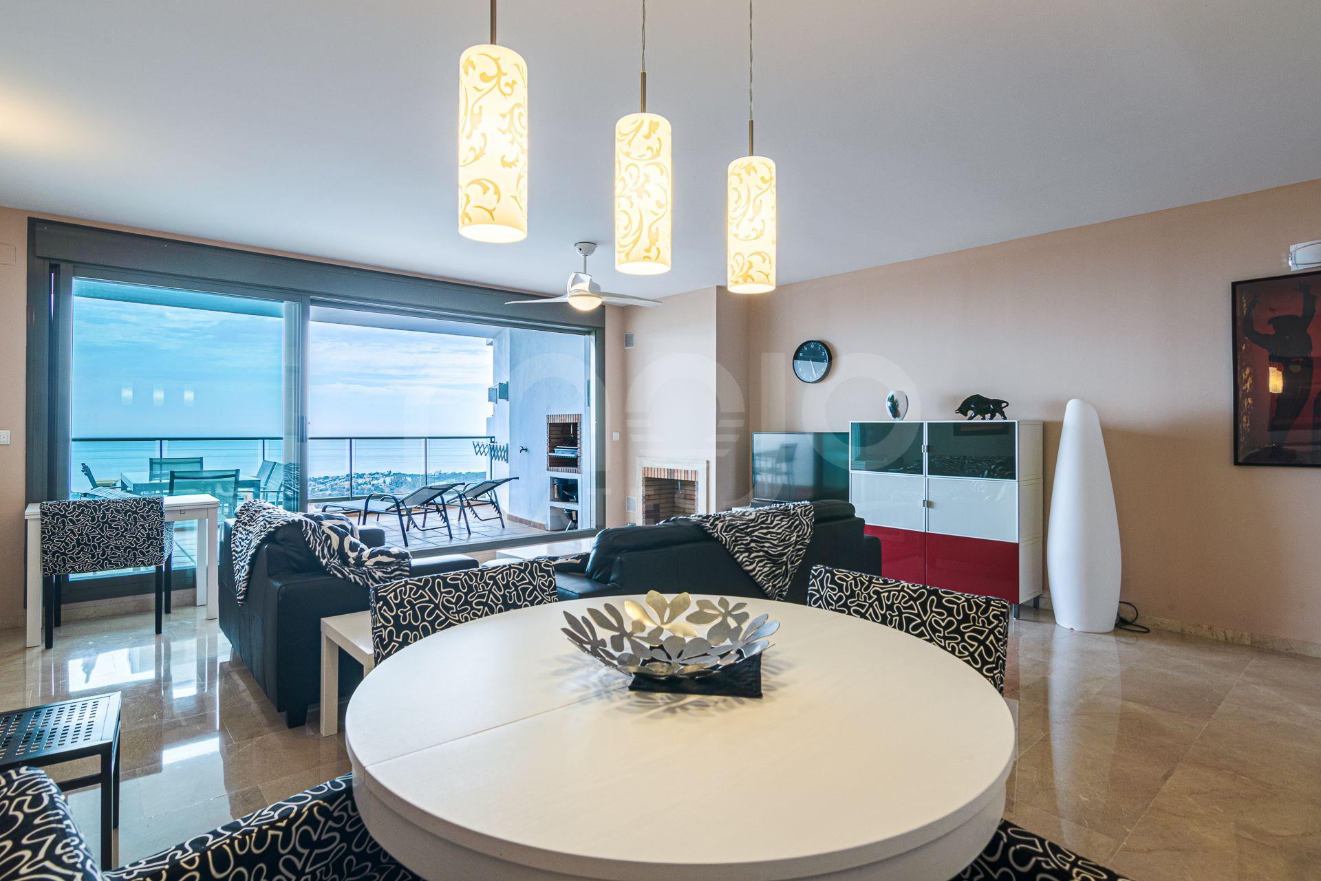 Apartamento amplio de 3 dormitorios y vistas al mar