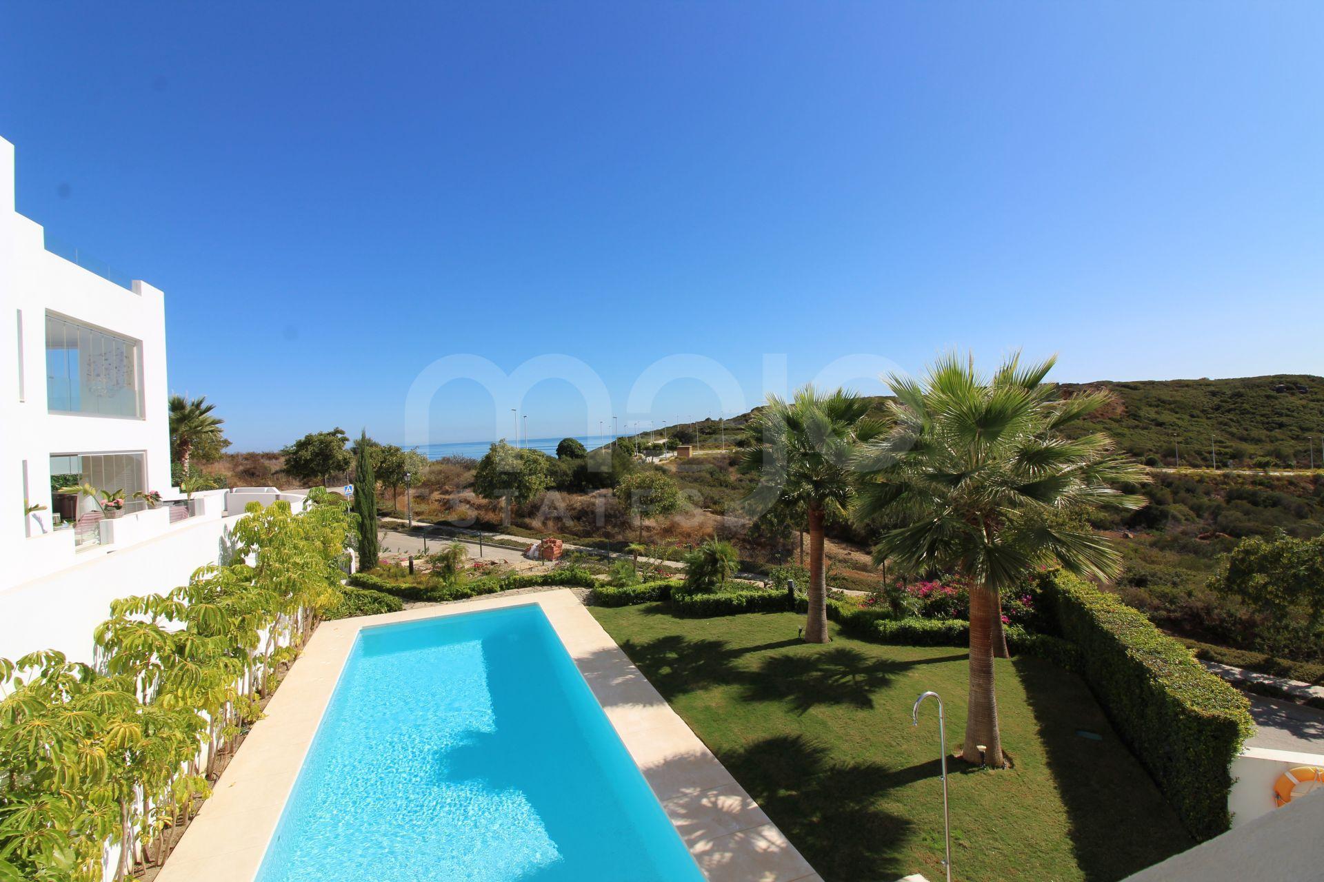 Luxurious apartment in 5 star golf resort