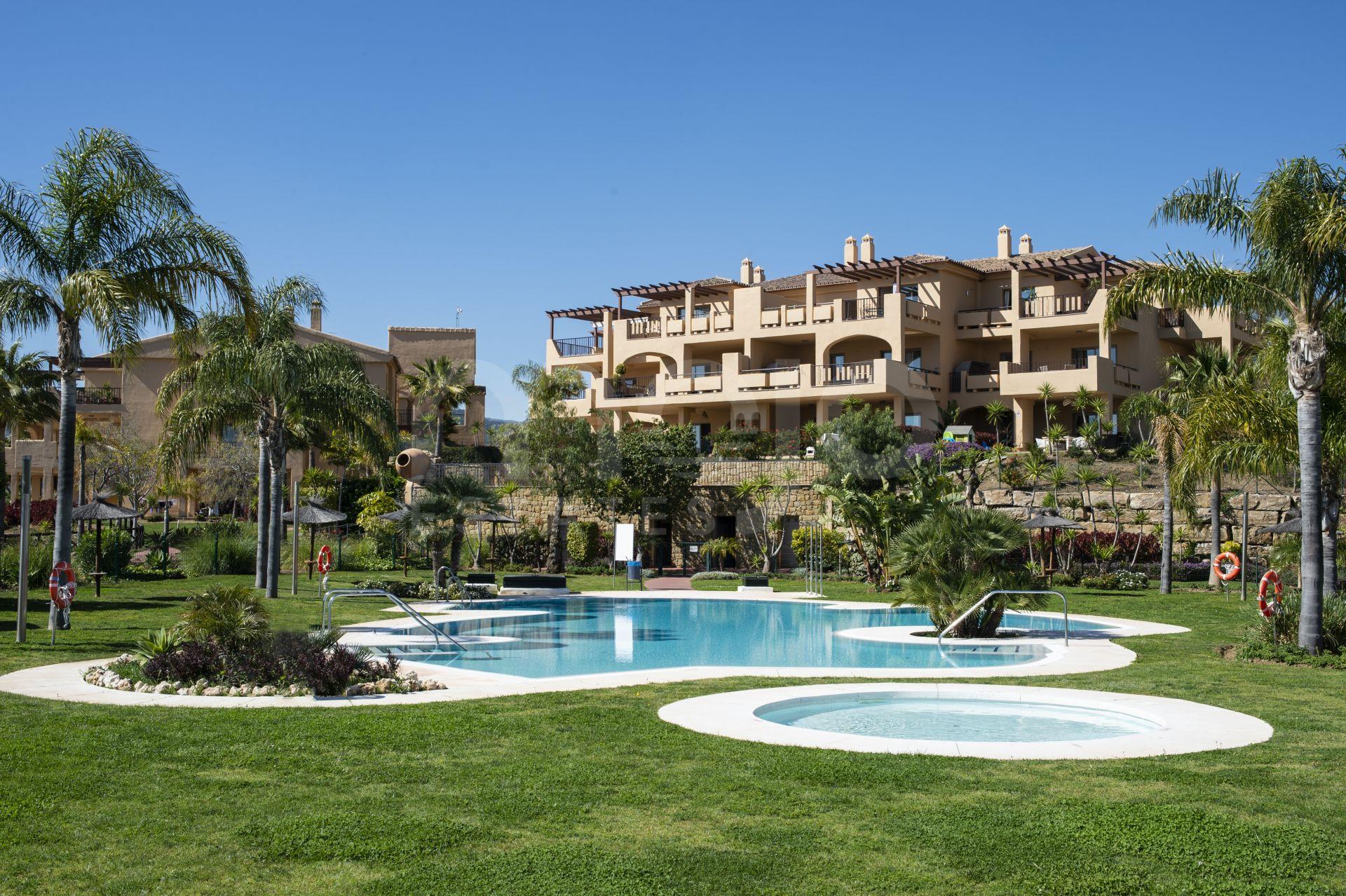 Apartamentos con impresionantes vistas al mar en La Alquería, Benahavis