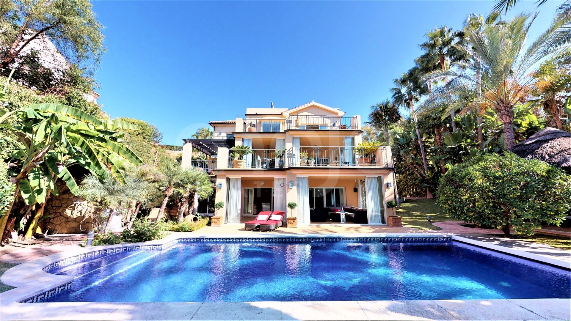 Villa for sale in El Rosario, Marbella