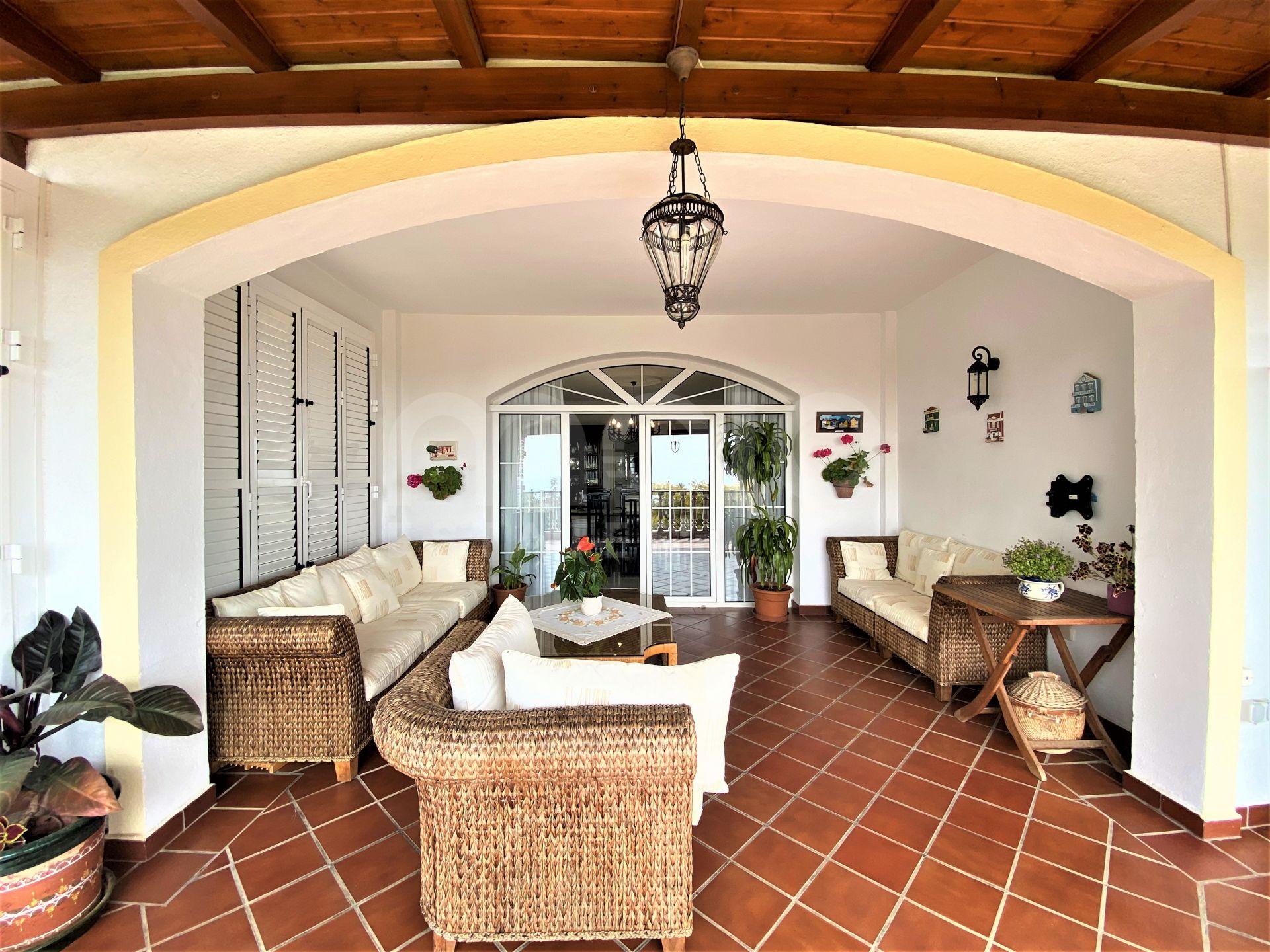 Villa for sale in La Perla, Benalmadena