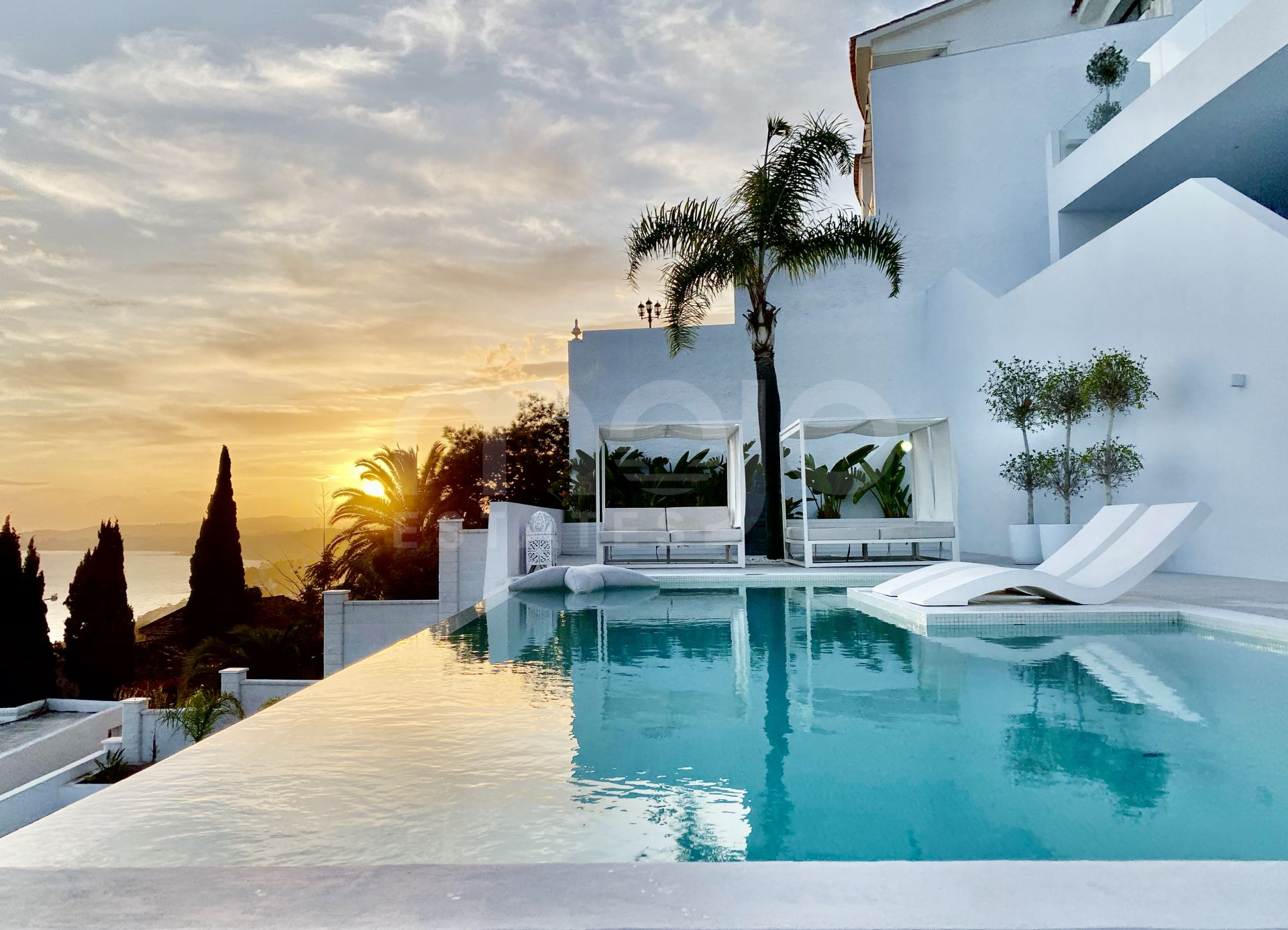Villa for sale in Torremuelle, Benalmadena