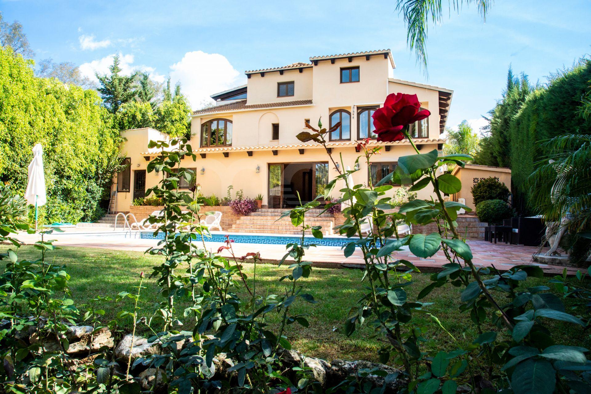 Villa til salg i Lagomar, Nueva Andalucia