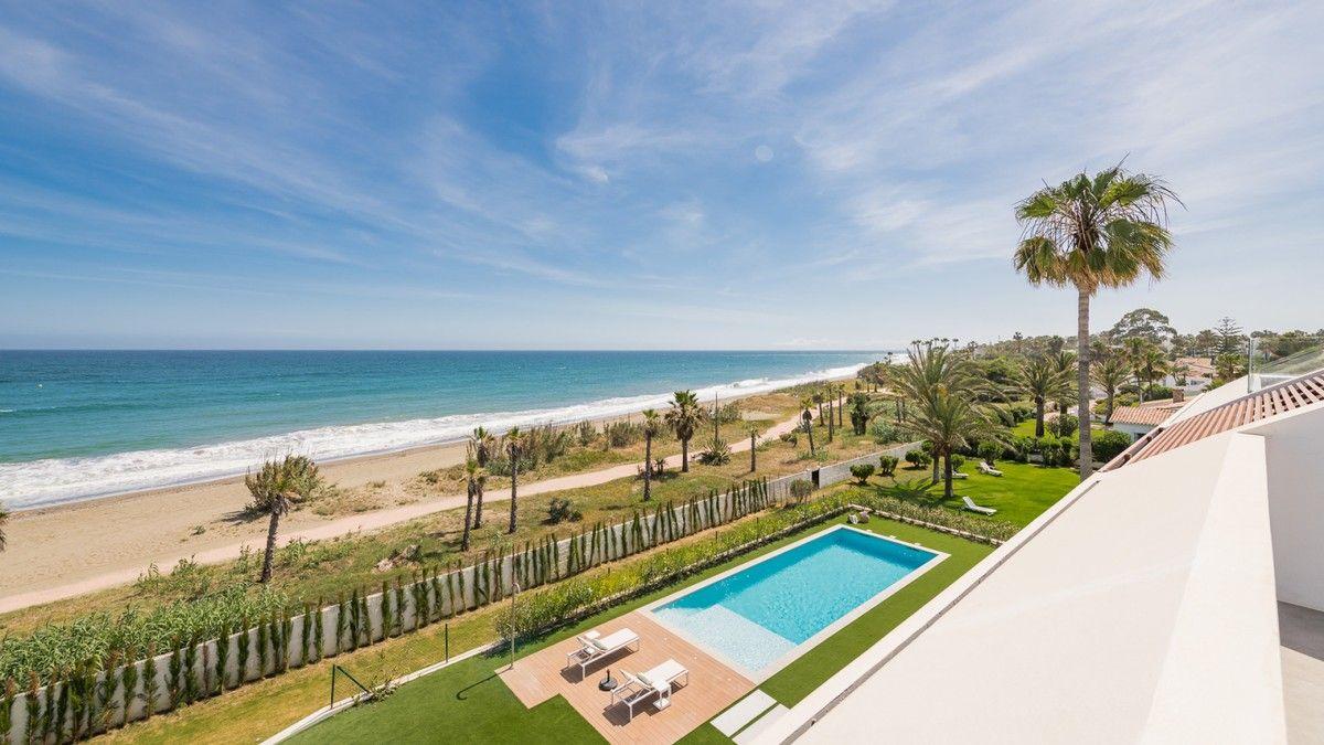 Villa in Beach Side New Golden Mile, Estepona