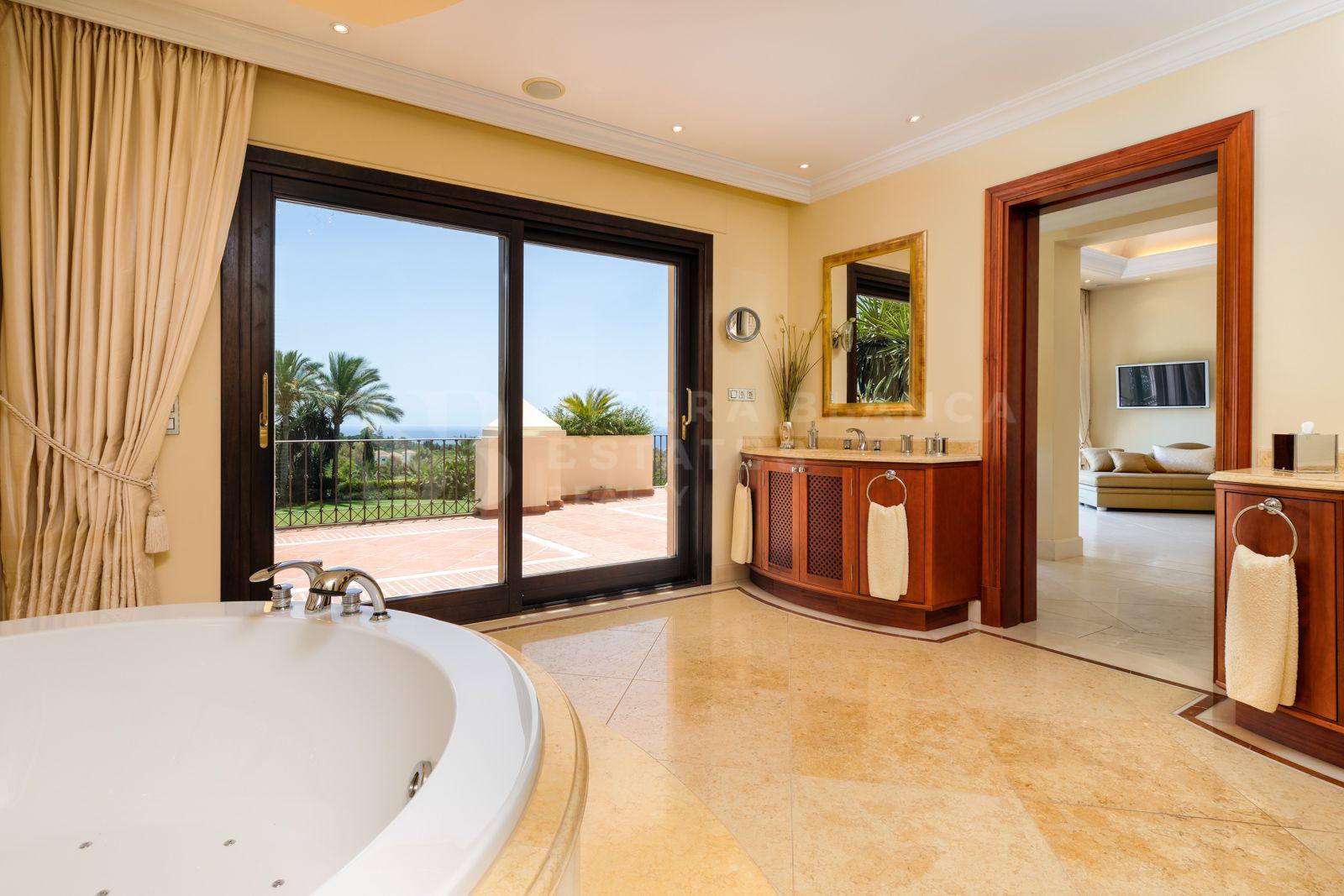 Villa de style classique exquise à Marbella Hill Club