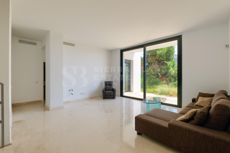 Villa Contemporánea con Vistas Abiertas en Monte Mayor