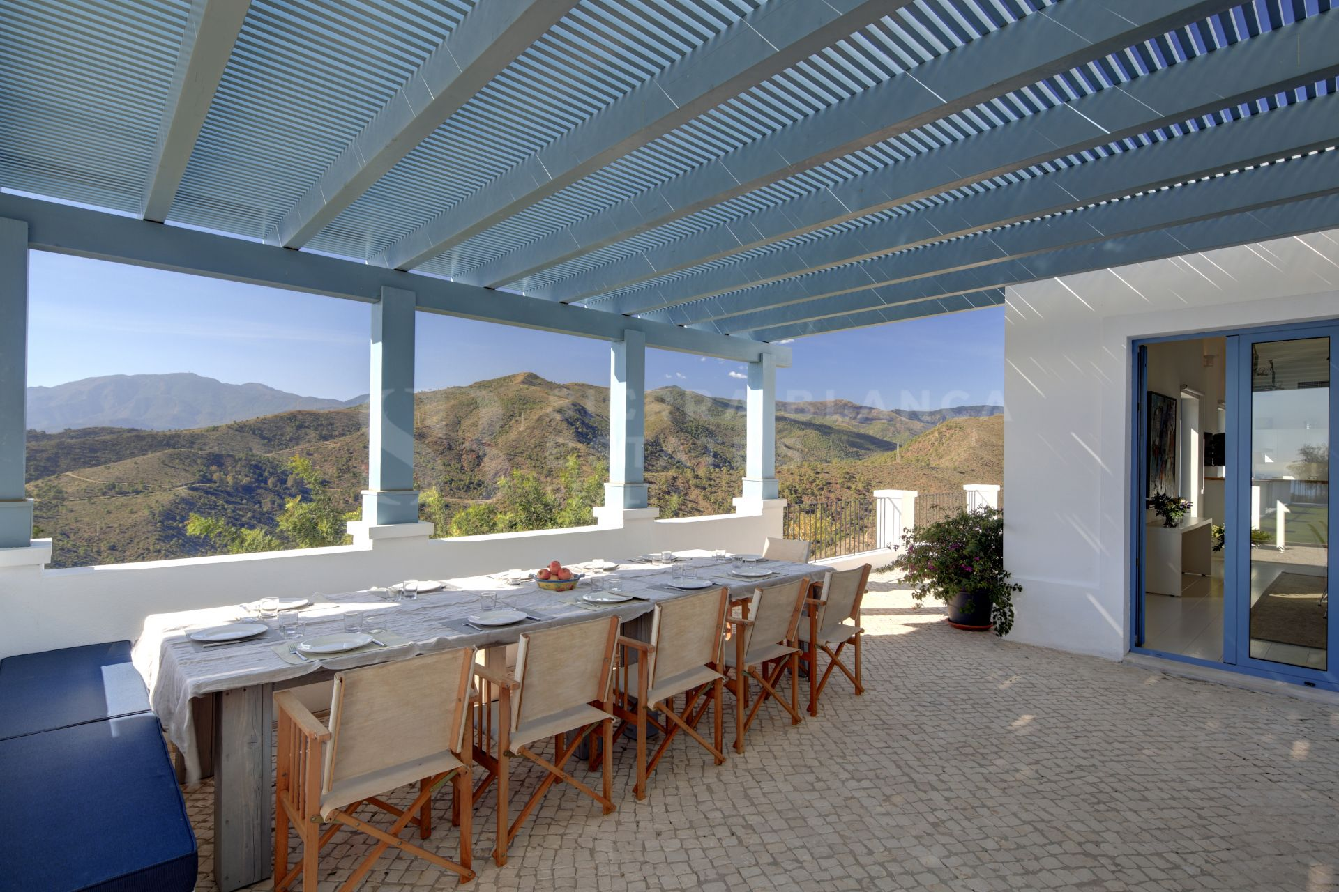 Amazing Villa on a Large Plot in Monte Mayor