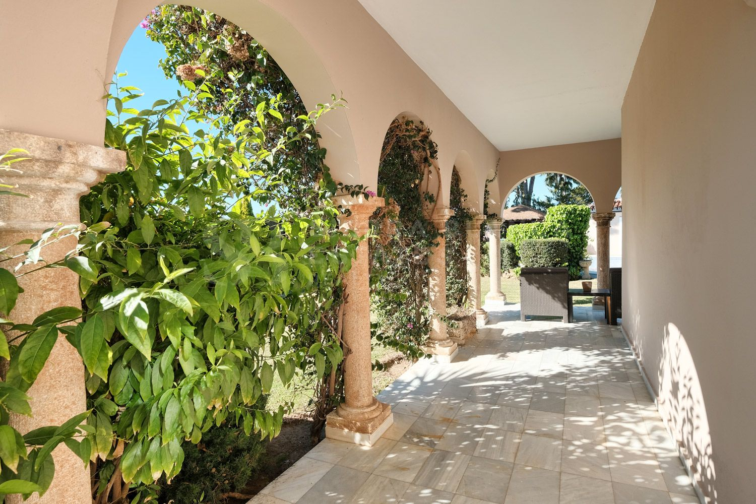 Exquisite and classic Roman Villa in ElViria