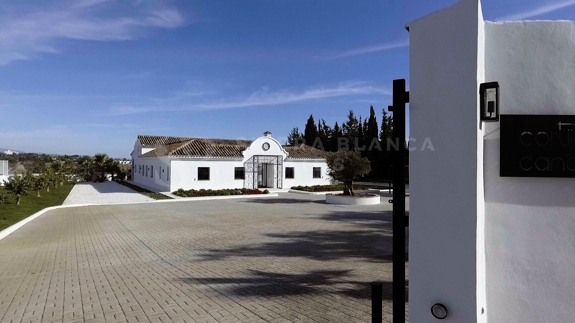 Villa with Large Plot in Cancelada, Estepona