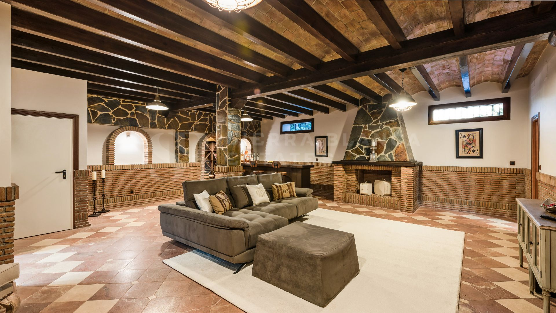 Magnificent Villa in Sierra Blanca