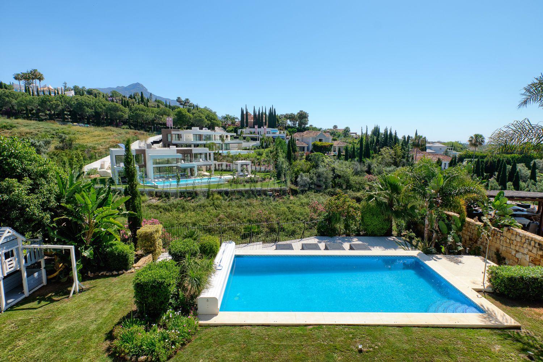 Classical Villa in Los Naranjos, Nueva Andalucia
