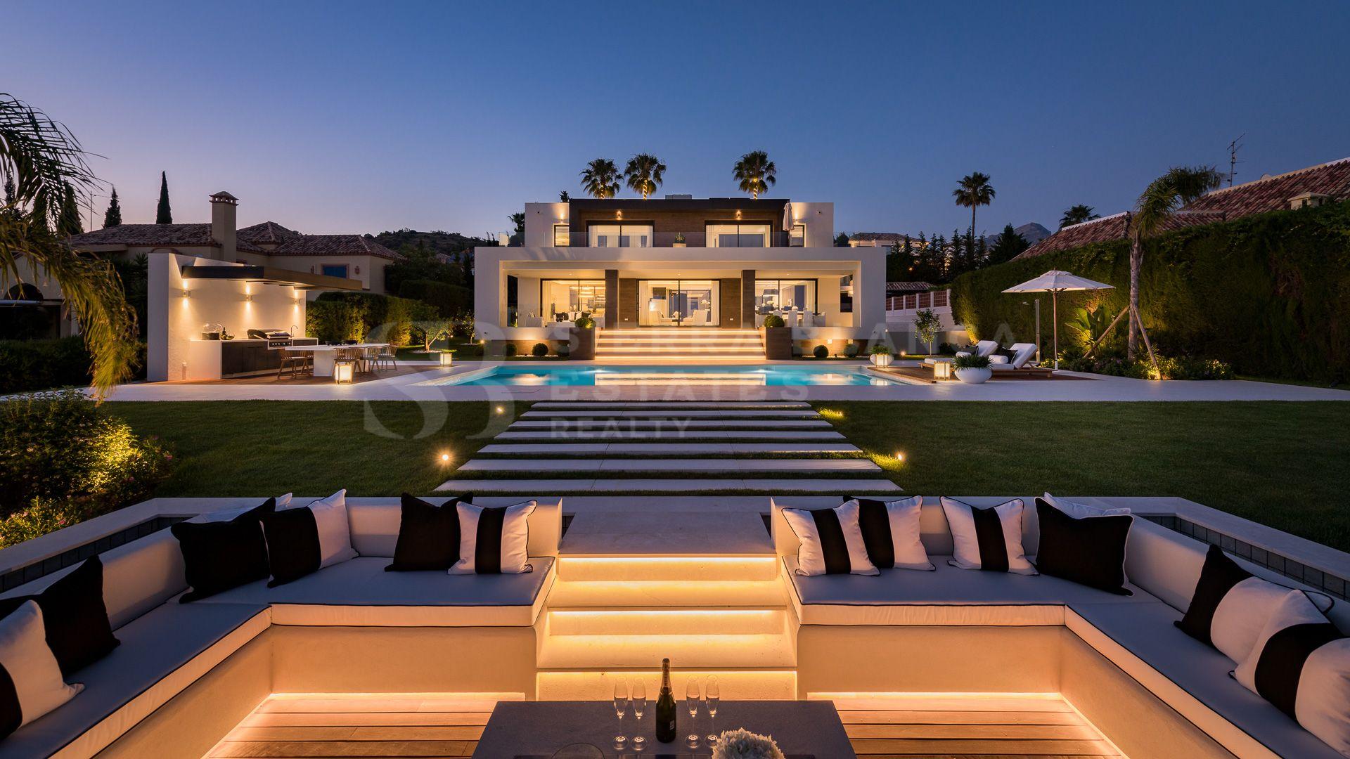 Villa unique en première ligne de golf à Los Naranjos, Nueva Andalucia