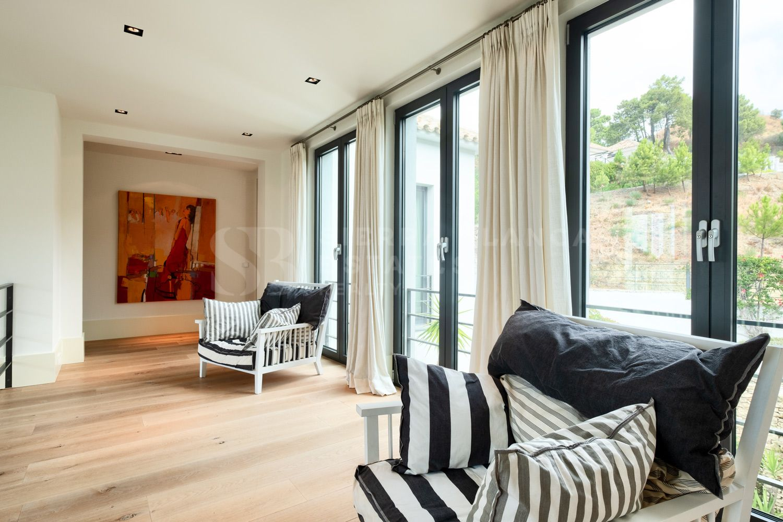 Contemporary Villa with Sea Views in Monte Mayor