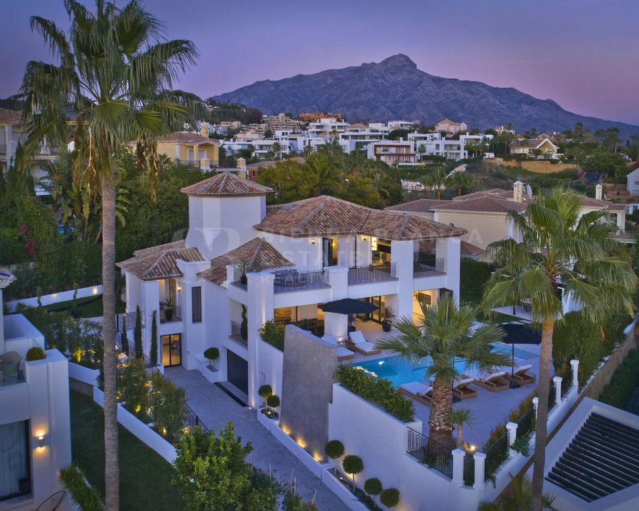 Classic and Modern Villa in Nueva Andalucia