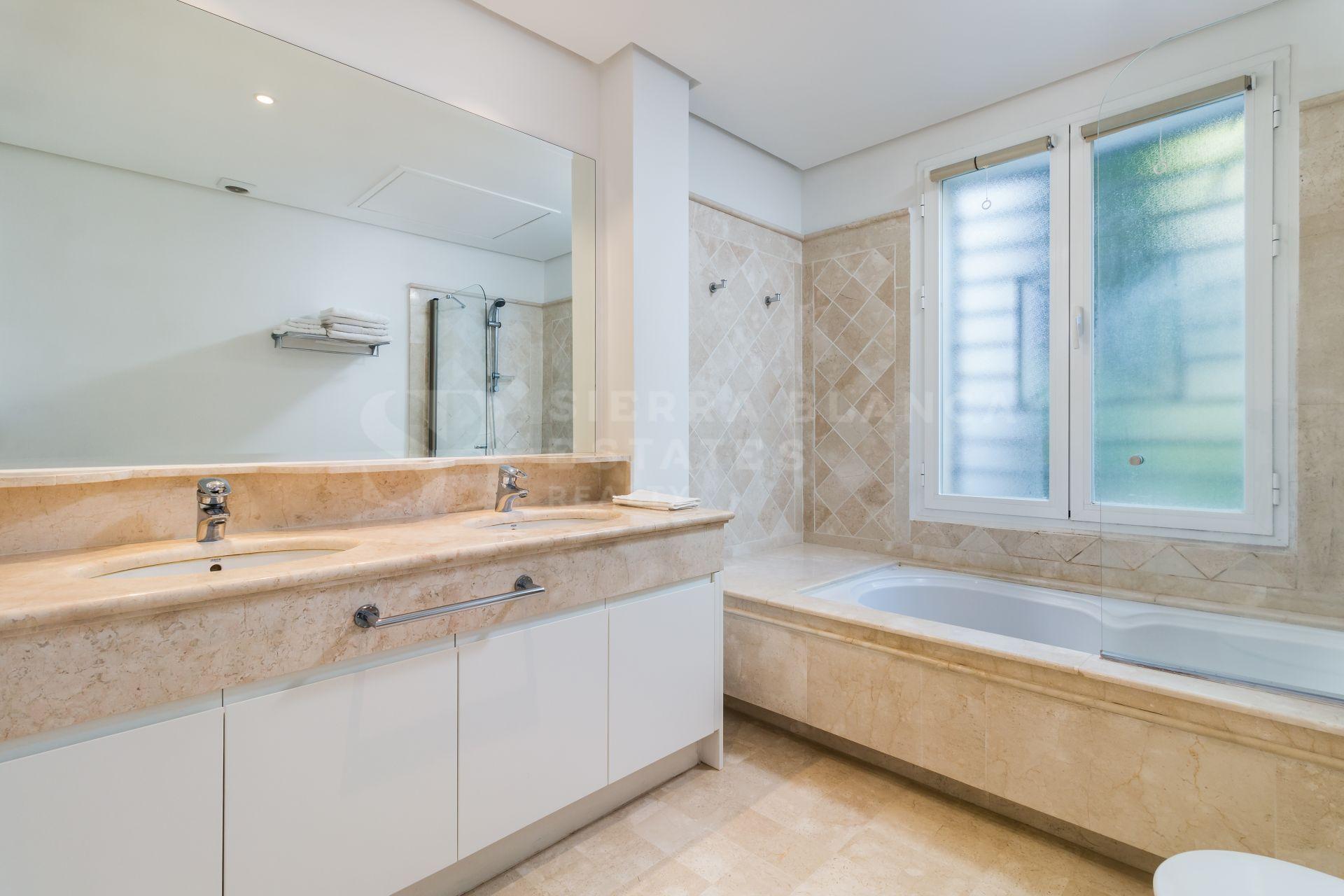 Stylish Apartment in Marina Puente Romano