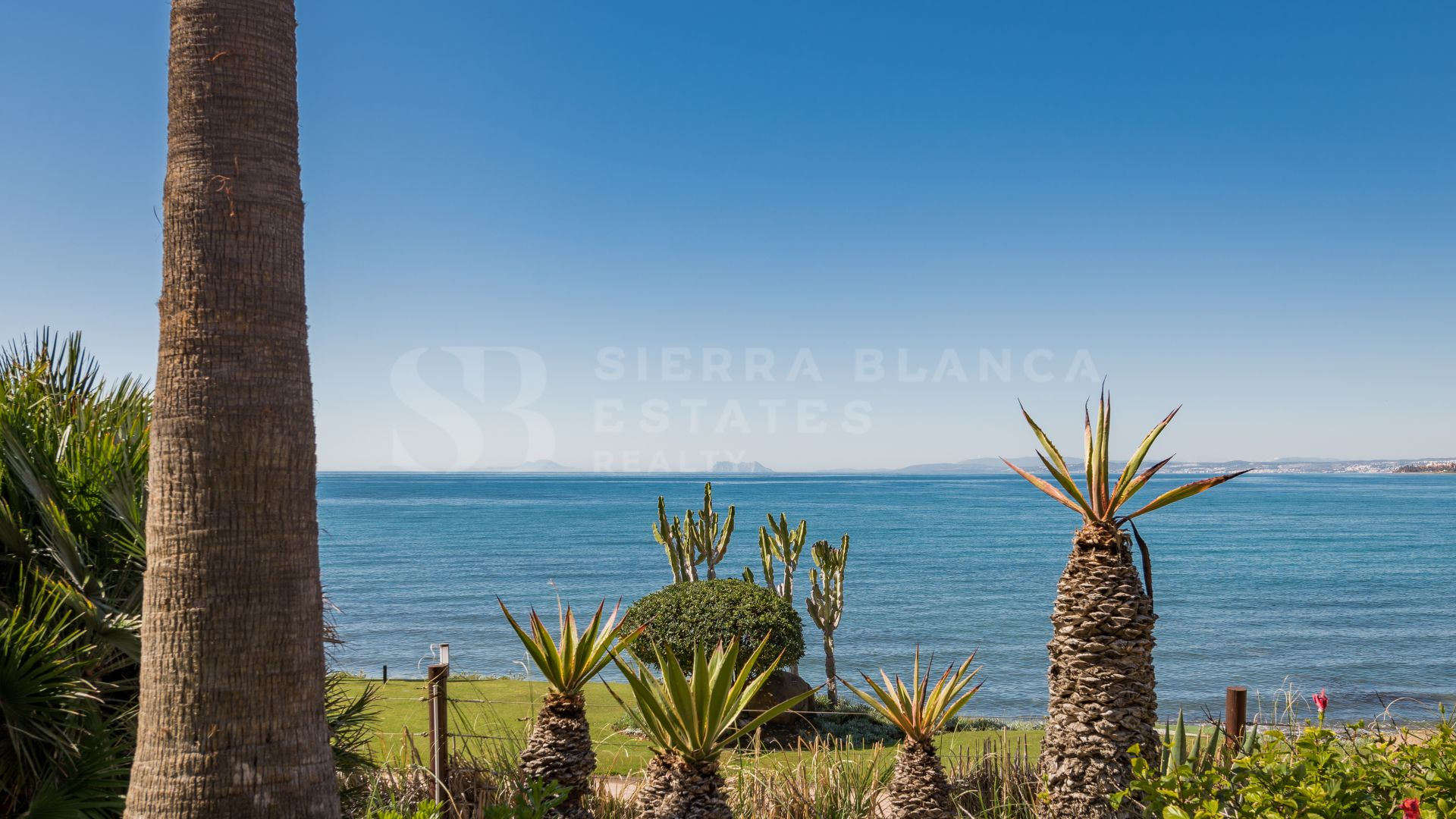 Exclusive Apartment Next to the Beach in Estepona